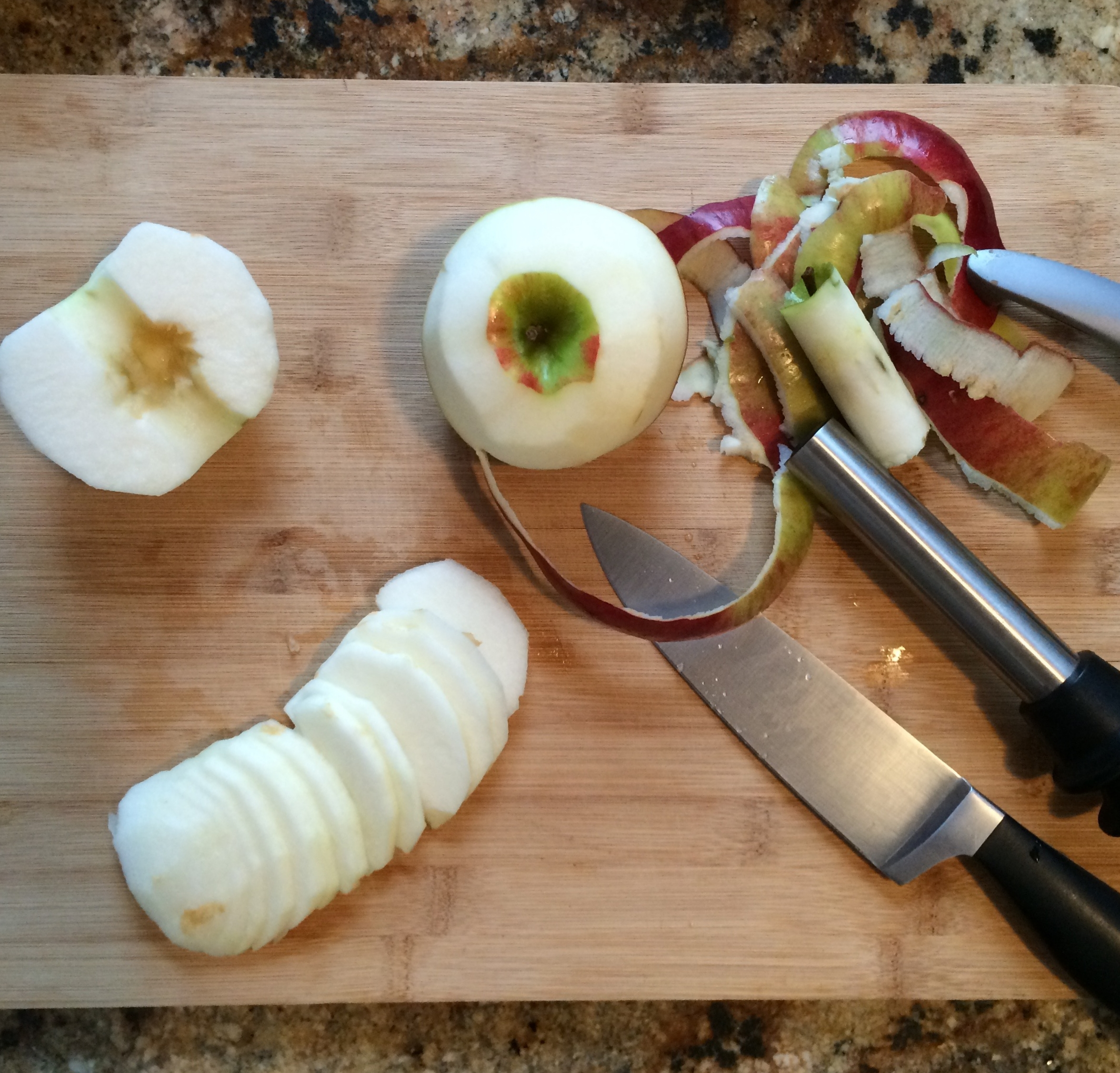 Prepping apples slices