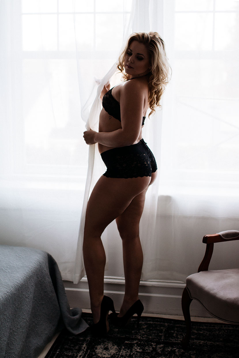 Victoria-BC-Boudoir-Photography-(30-of-61).jpg
