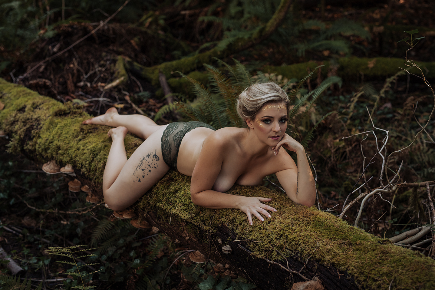 Victoria-BC-Outdoor-Boudoir-Moss-Photography-147.jpg