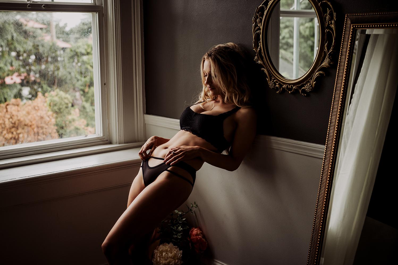Victoria-BC-Boudoir--Moss-Photography-4.jpg