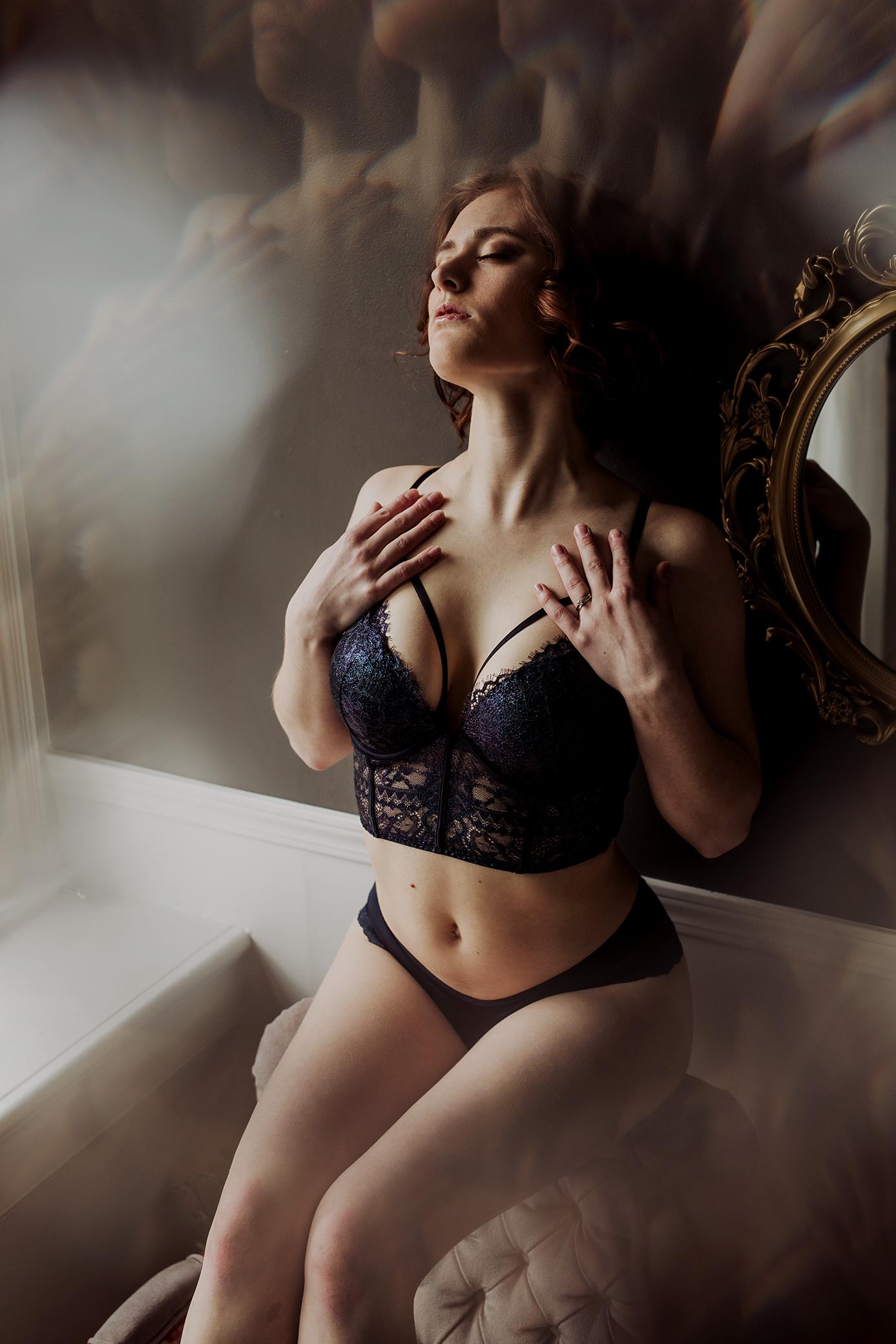 Victoria-BC-Boudoir-Moss-Photography_-14.jpg