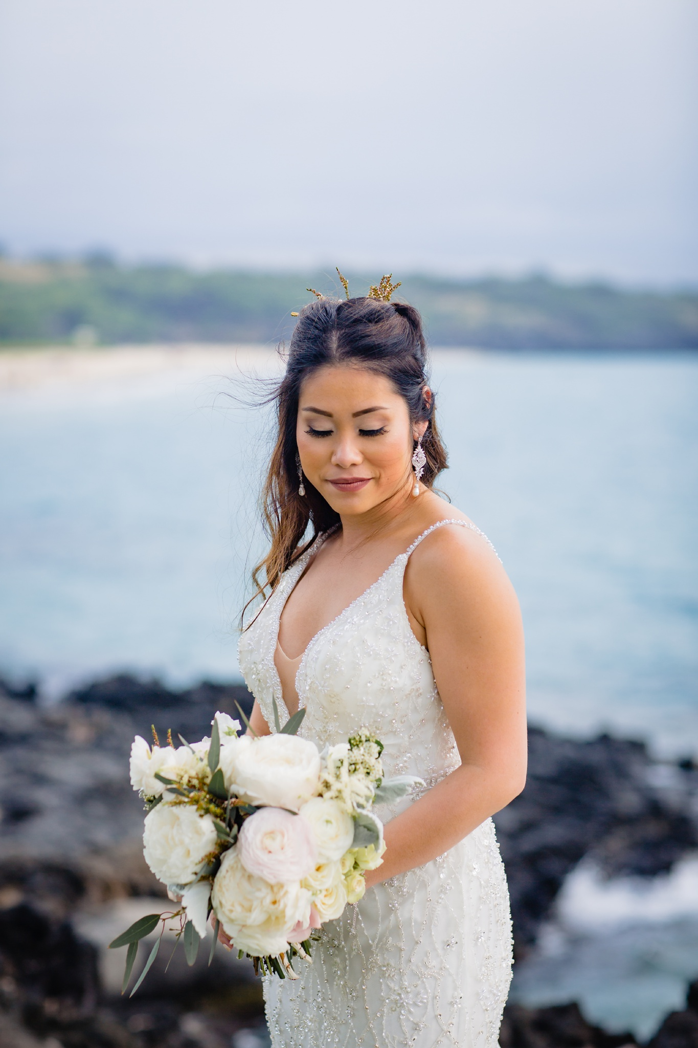 beautiful bride in front of crystal blue hawaii waters