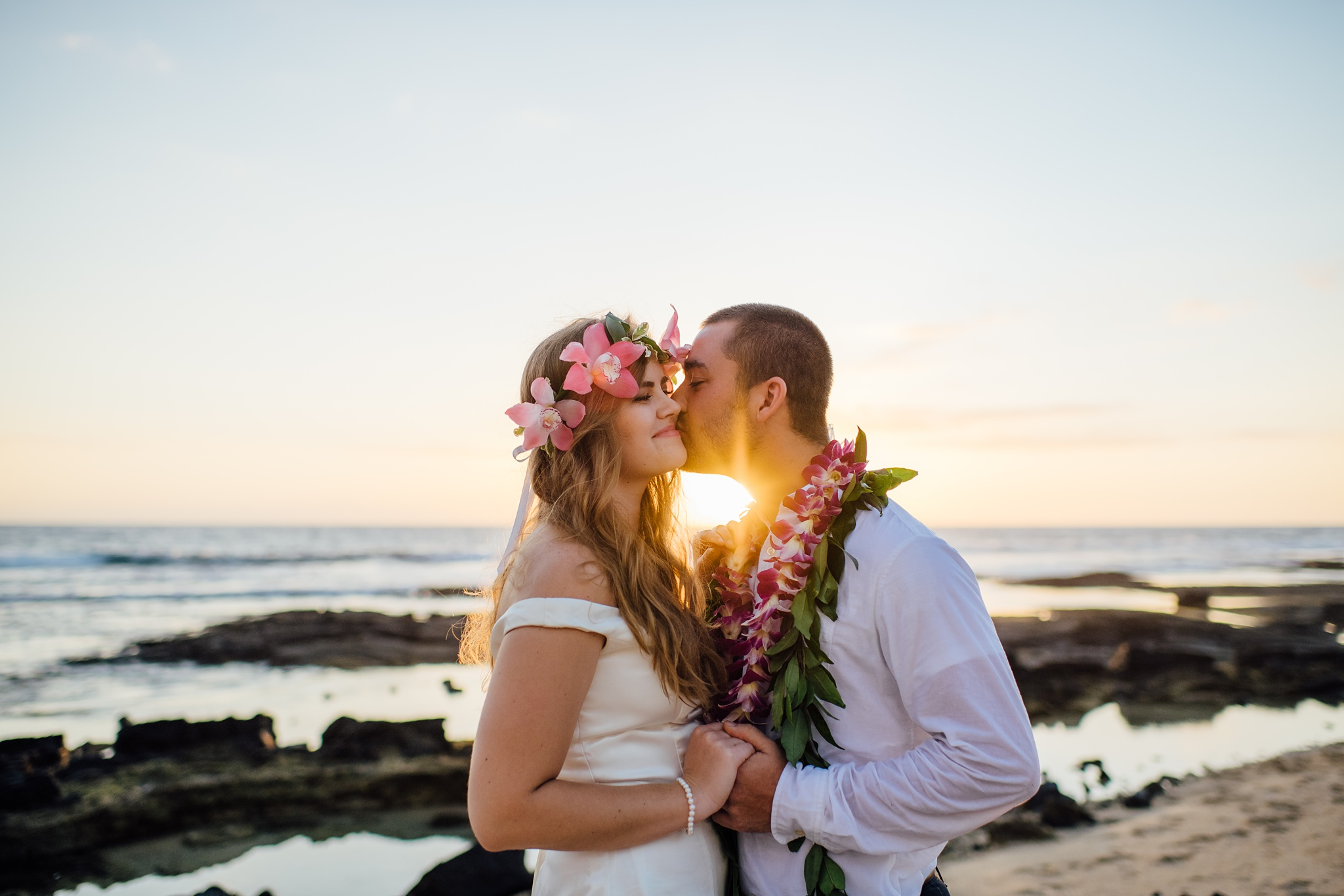 Sunset kiss bride and groom hawaii wedding photography