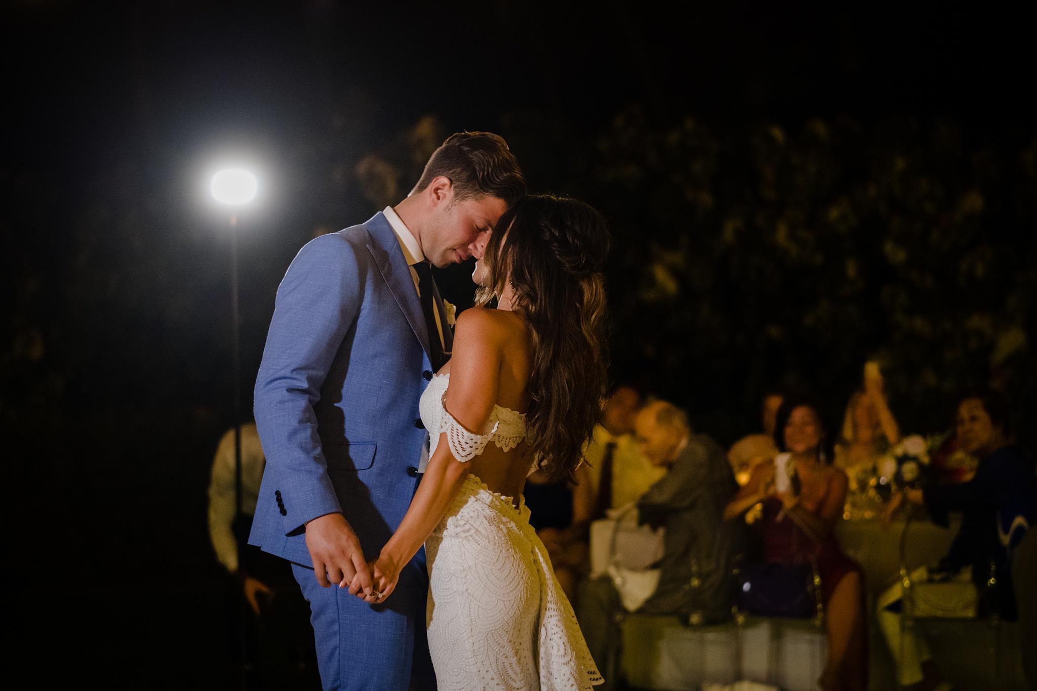 hawaii wedding first dance; big island wedding photographer