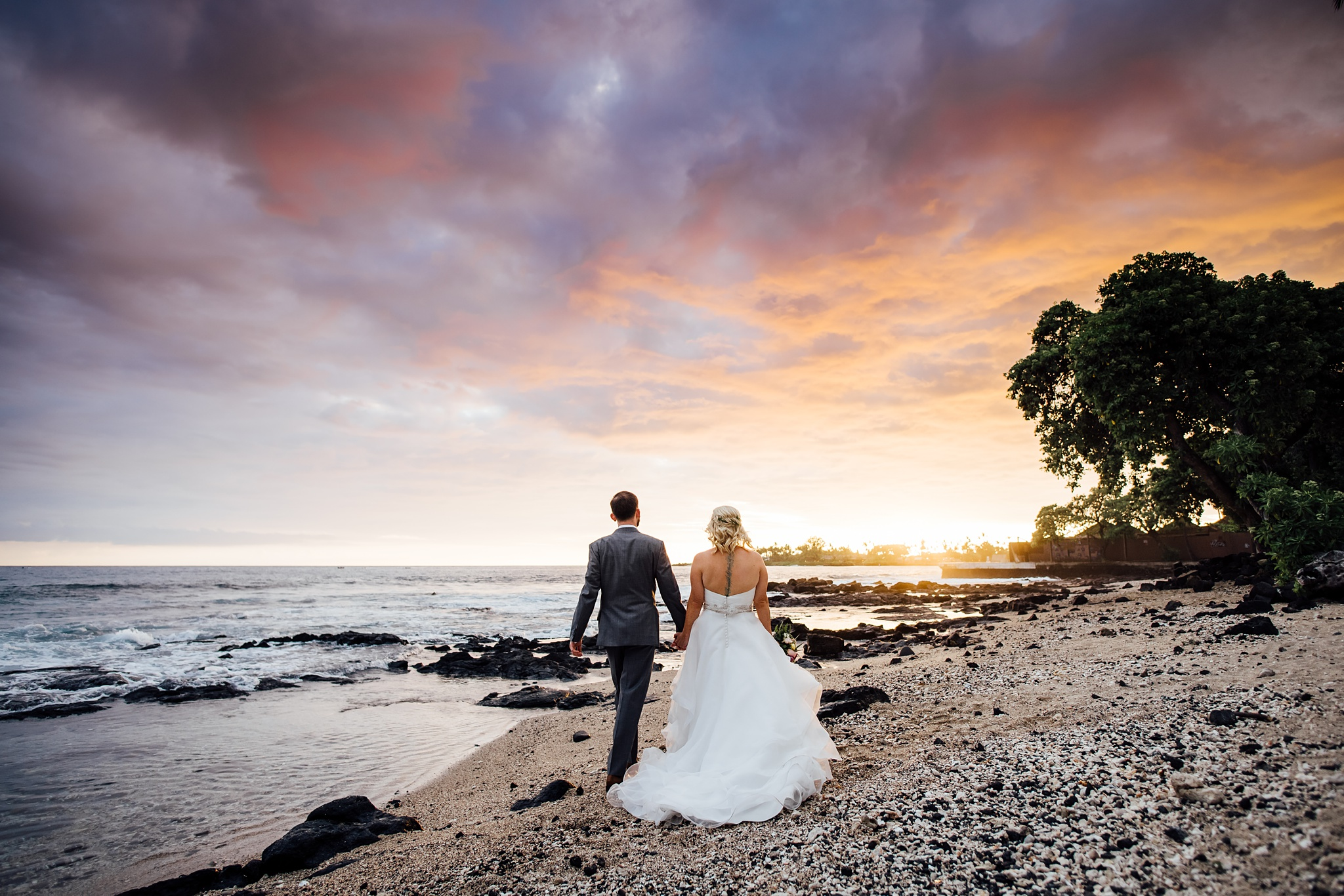 Beautiful sunset wedding in kona