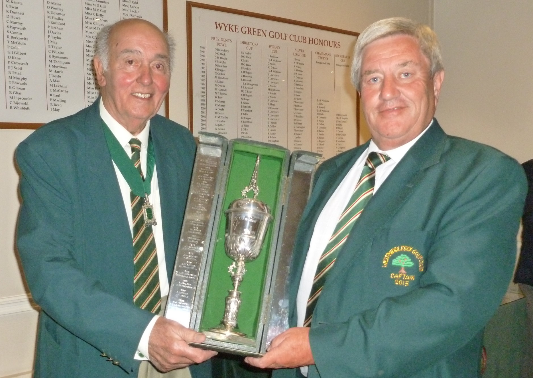 President Harry Judd presenting Gordon Treadway, West Middlesex Golf Club with the Robert Taylor Trophy for the best individual score in the morning round.