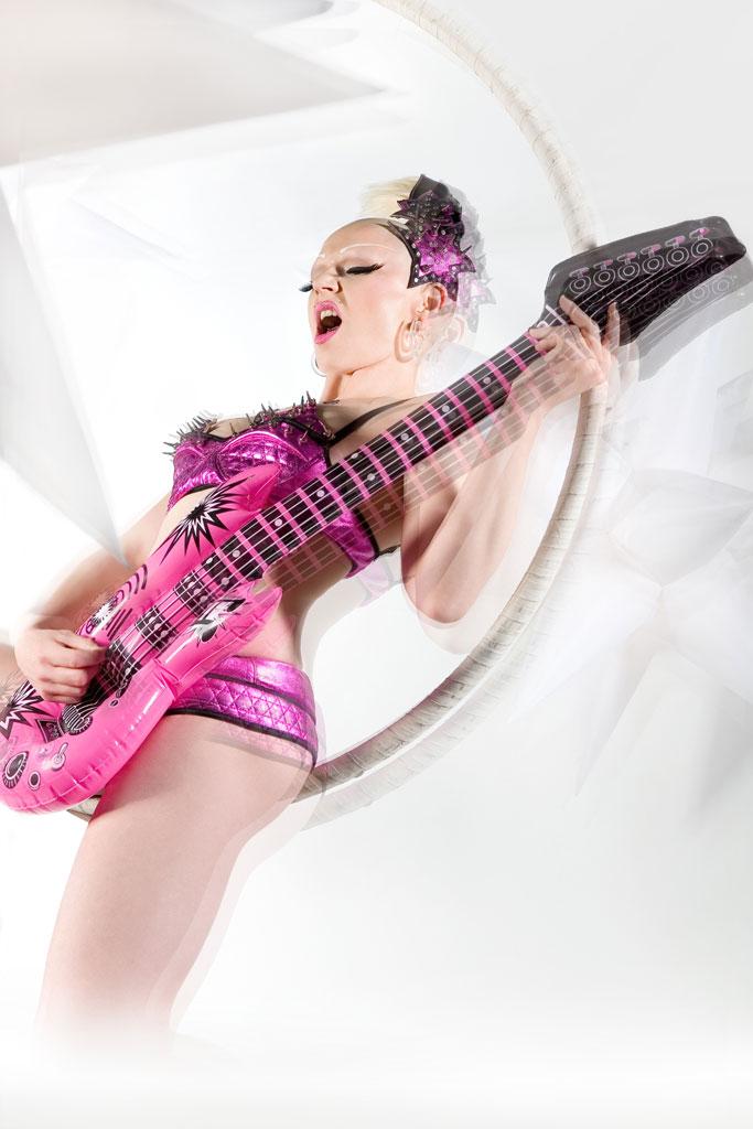 Air-Guitar-Small-by-Alex-Le.jpg