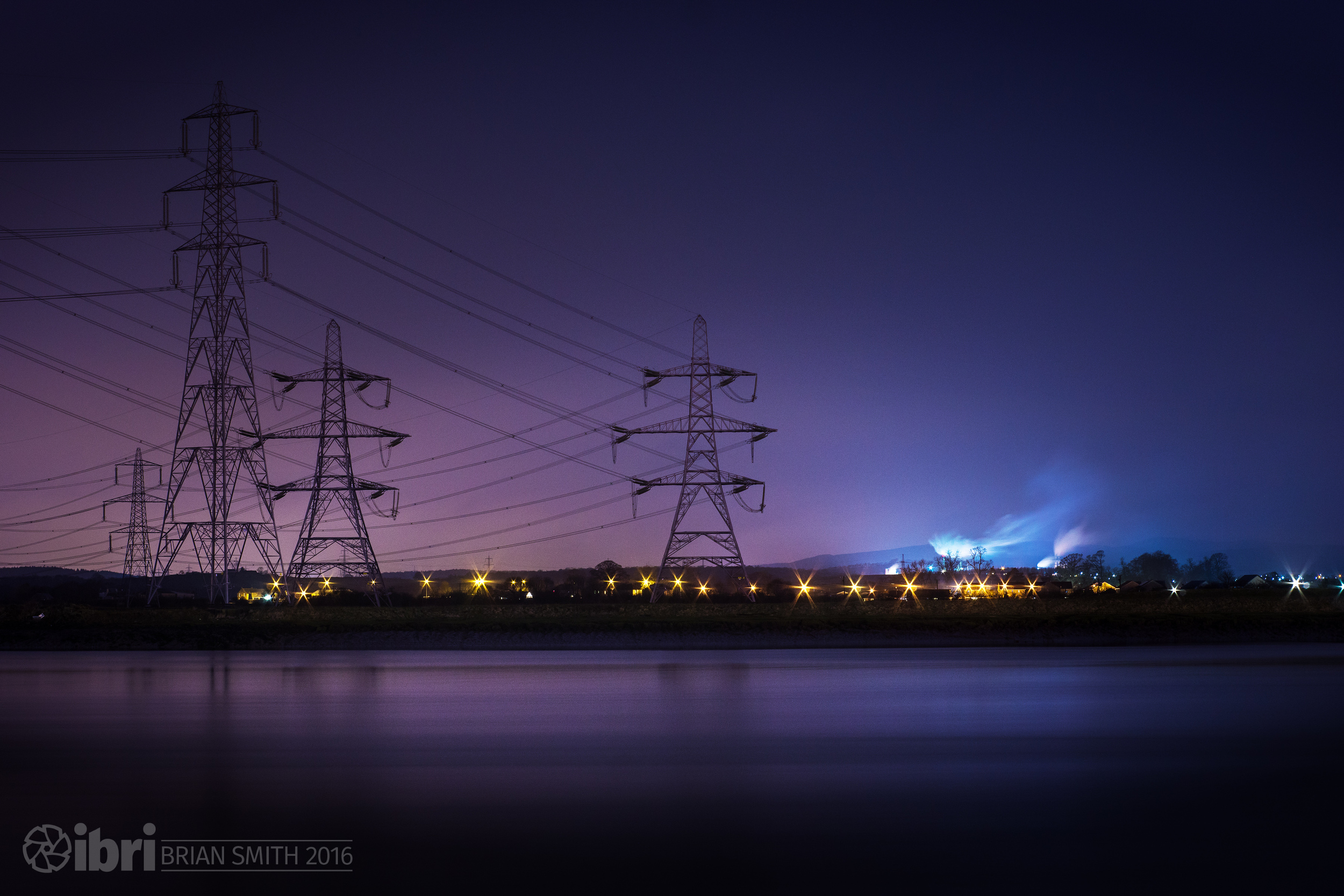 Powerlines heading south over on the other bank of the Forth, and the MDF manufacturing plant blowing off steam at Cowie.