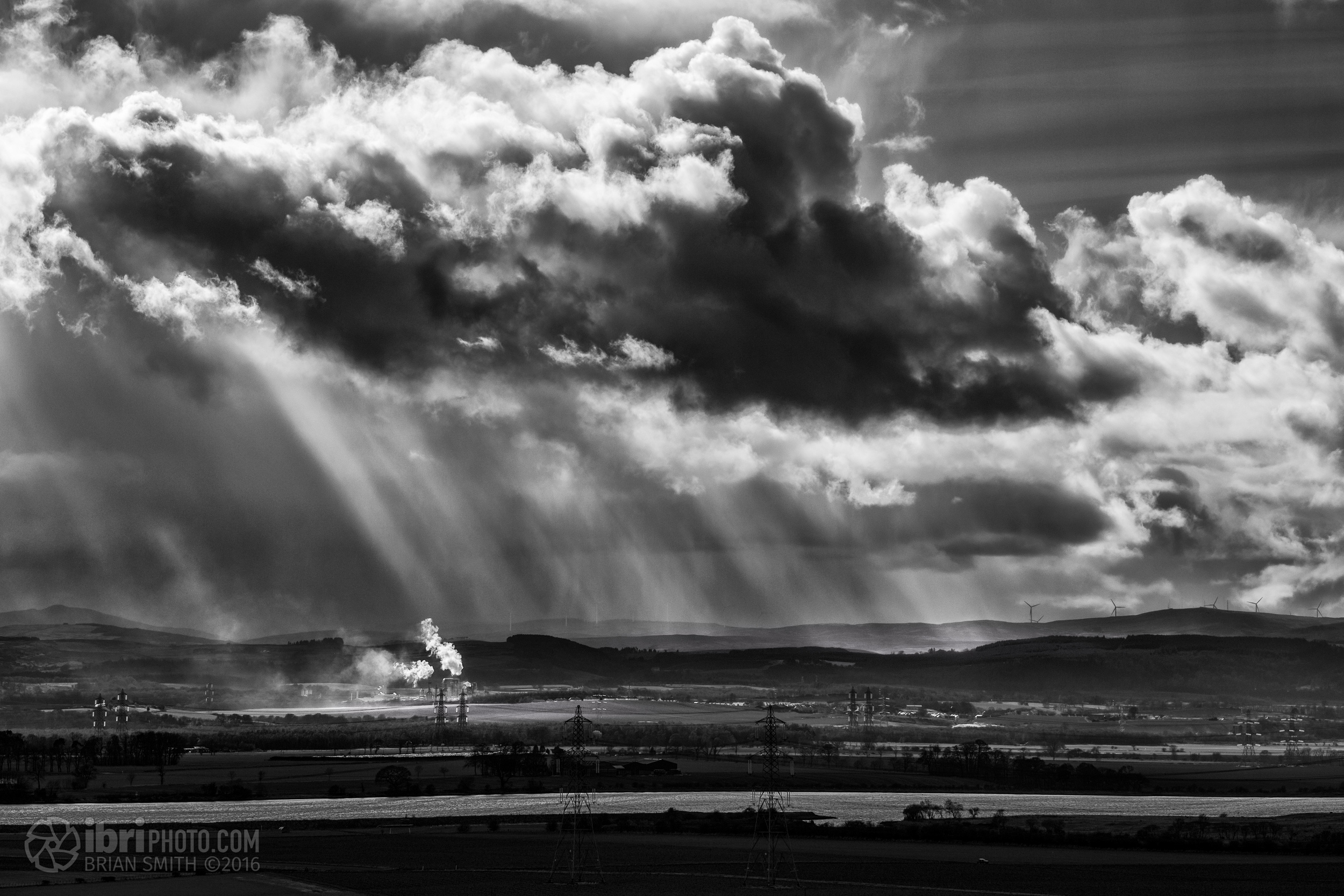 Scattered showers blowing in from the Campsie Hills and over the eastern villages of Stirling. Made for some nice rays.