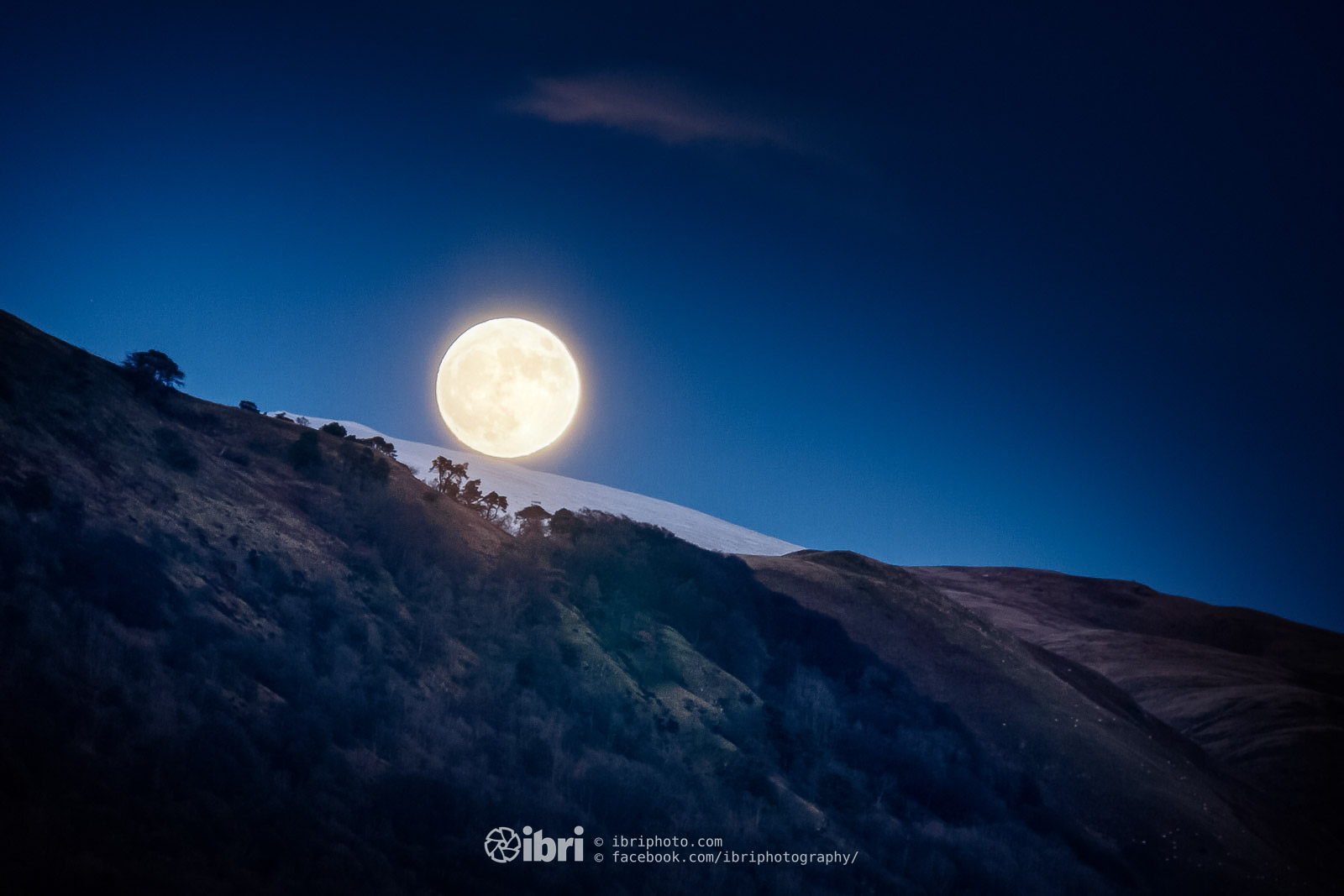 First on the first. Moonrise over a snow covered King's Seat in the Ochil Hills. A full 'Wolf' Supermoon in a few hours, it looked like it was enjoying some sledging on the first day of 2018.