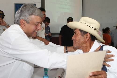 AMLO with Mexican farmer