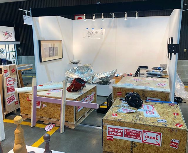 INSTALLATION DAY 2 Begins at the #LAartShow2019! Our last crate FINALLY arrived this morning with its extra precious  items: the NEW Gesture Wall Piece, debuting at the @LAartShow TONIGHT! . Stay tuned to follow the progress of our Installation and the Show!! . . . . . . #laartshow @DesignIsRI #DesignisRI #DesignIsRhodeIsland @designxri #DESIGNxRI @RImonthly @interiordesignmag #interiordesign #homedecor #design #furnituredesign #sculpture #pewter #printmaking #letterpress #metalworking #blacksmith #femaleblacksmith #emergingdesigner #contemporaryart #vessel #wallart #wallscukpture #contemporarydrawing #art+design #WarrenRI #GestureSeries #McKenzieGibson #McKenzieGibsonStudios @made_x_mason