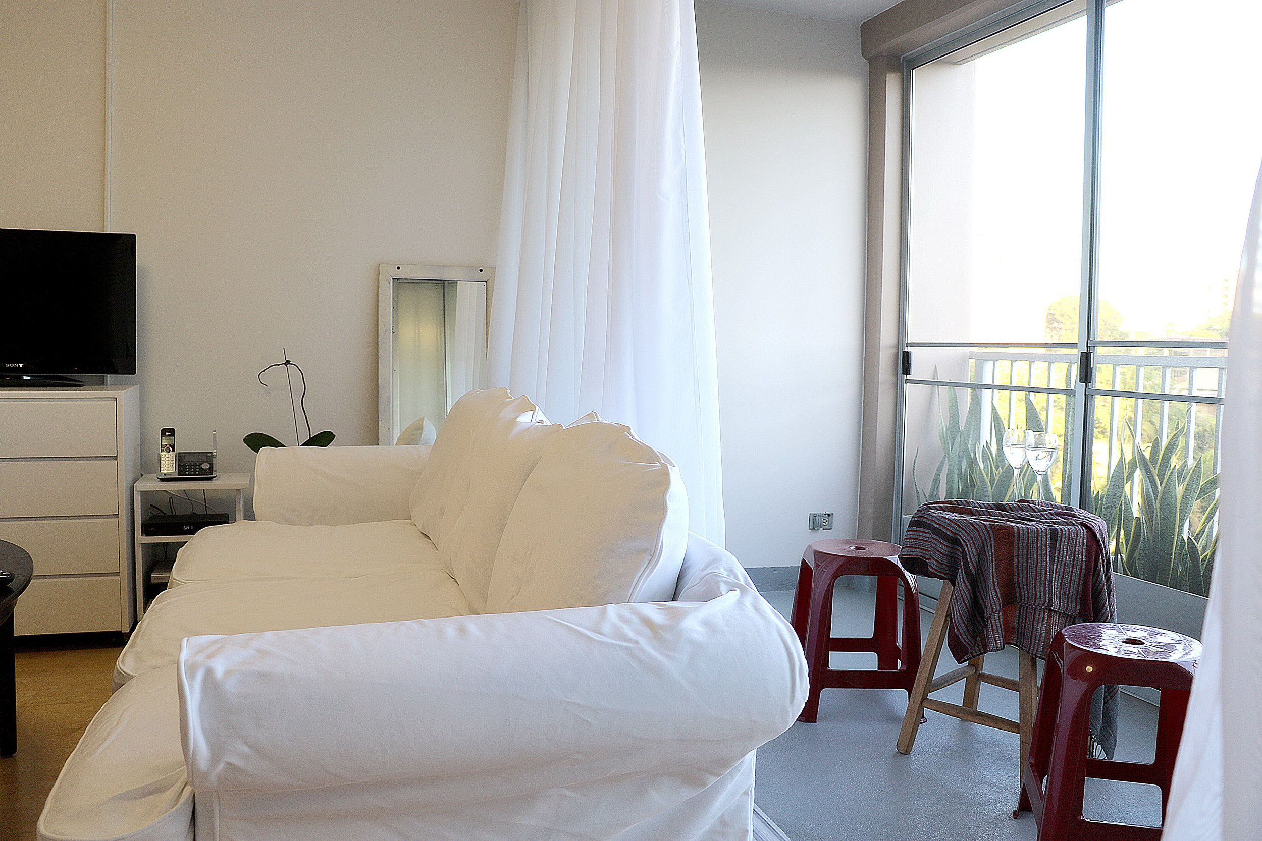 livingroom and lanani.jpg