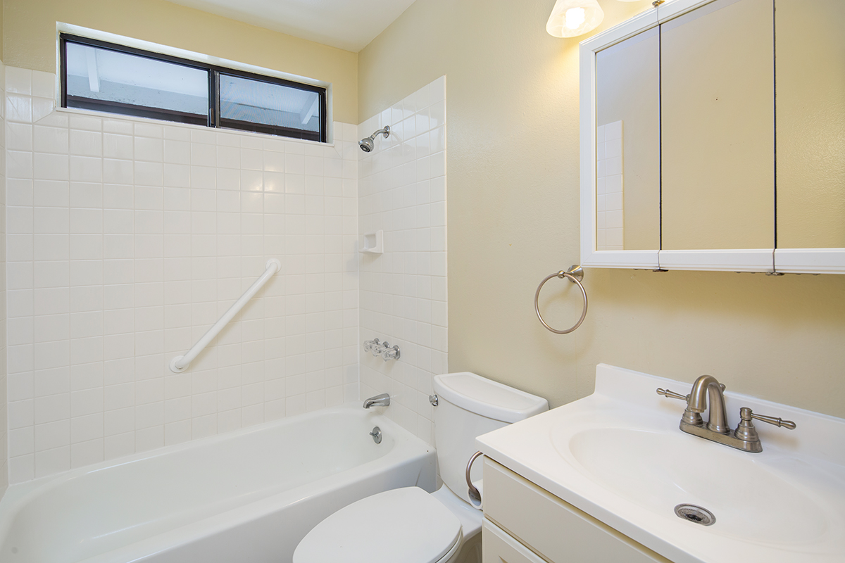 Bathroom MLS.jpg