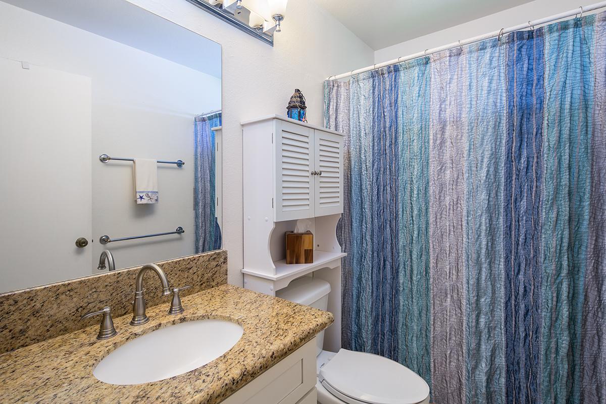 Bathroom upstairs MLS.jpg
