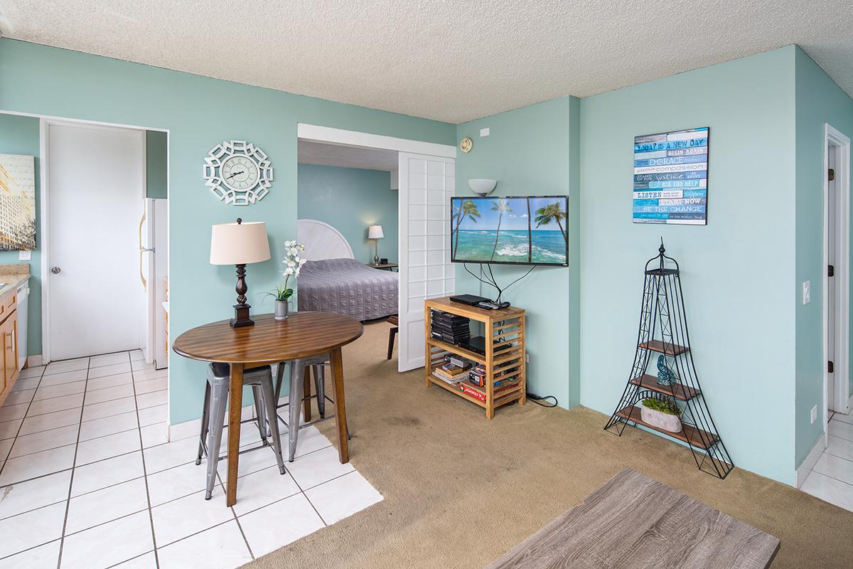 3. Living room 3 MLS.jpg