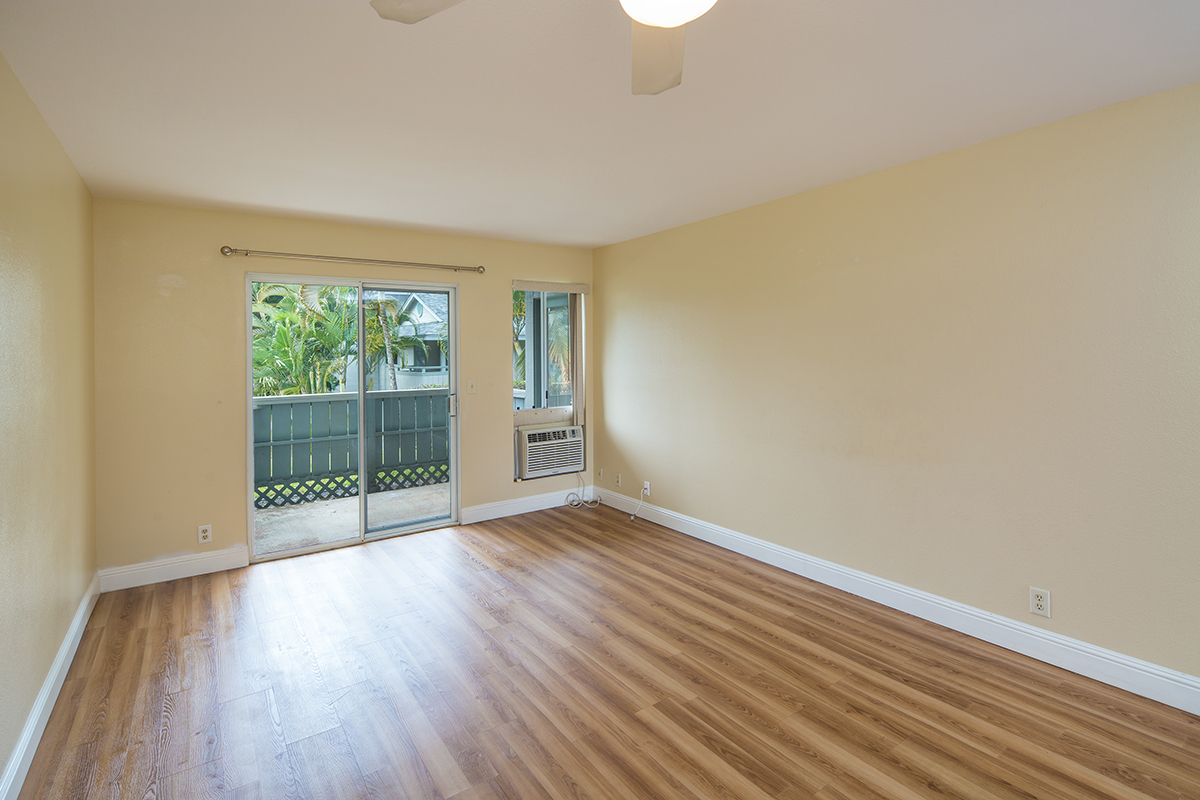 3 Living room 2 MLS.jpg