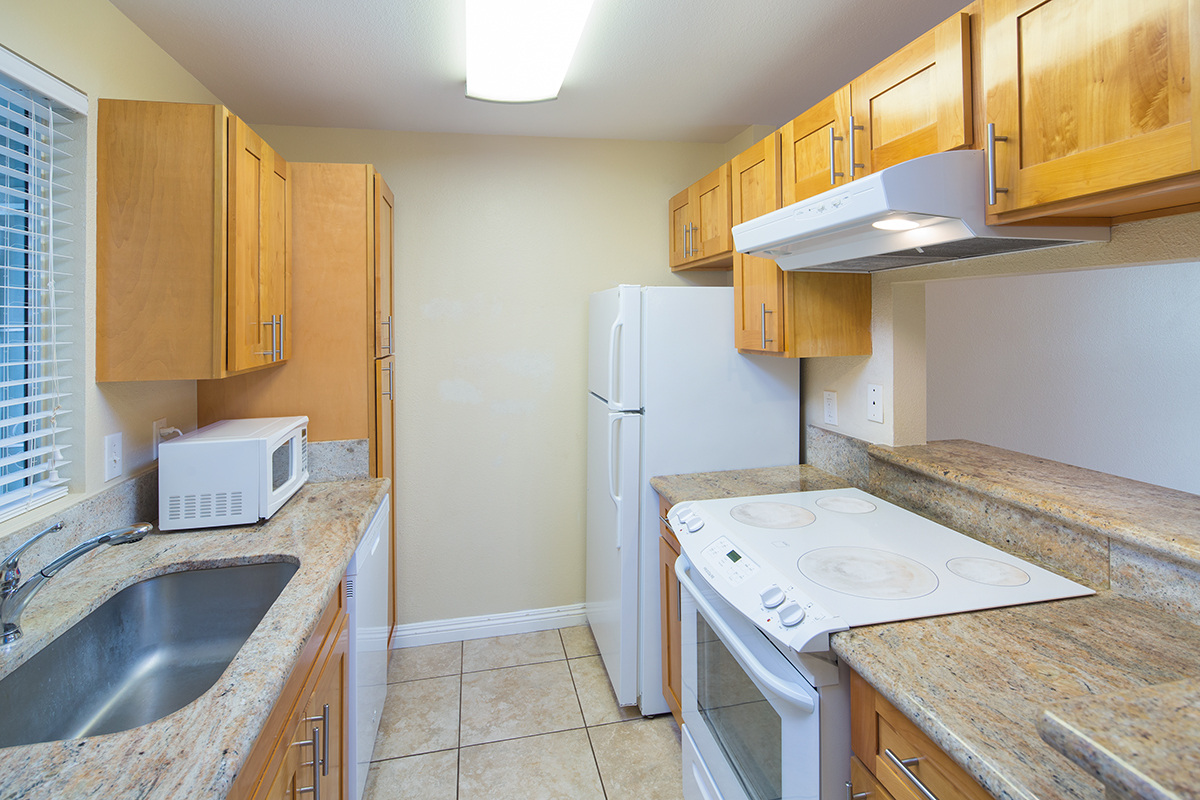6 Kitchen MLS.jpg