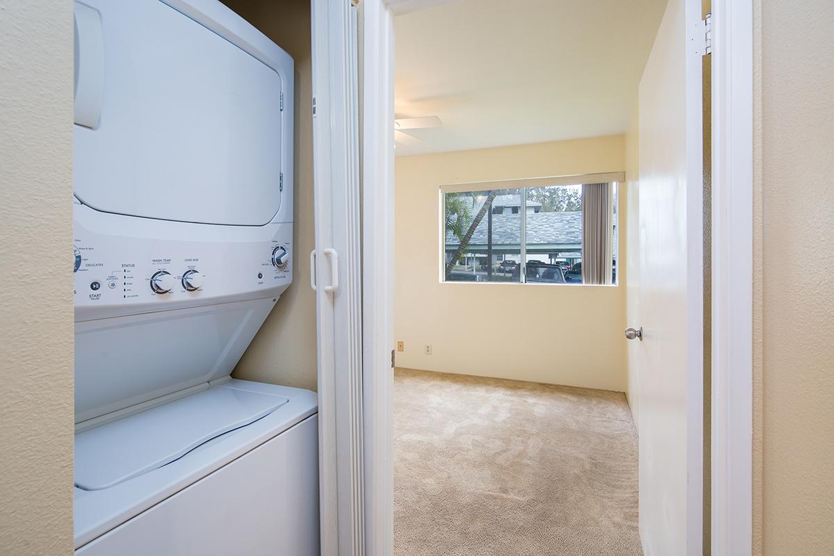 13 Laundry MLS.jpg