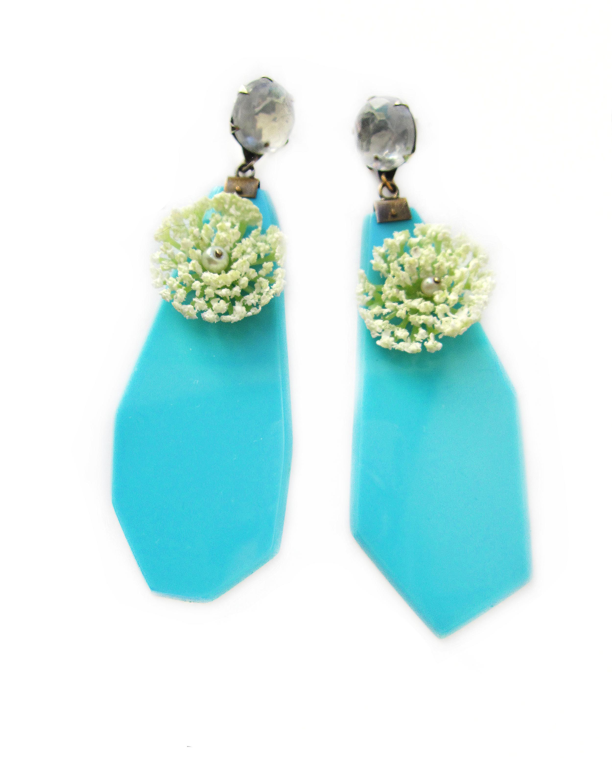 turquoiseflowers.jpg
