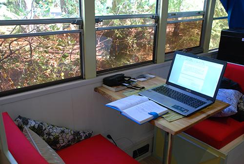 fancy desk writing.png