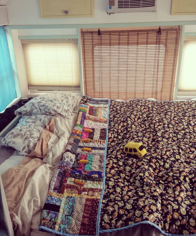 quilt-school-bus-bedroom-unique-beautiful.jpg