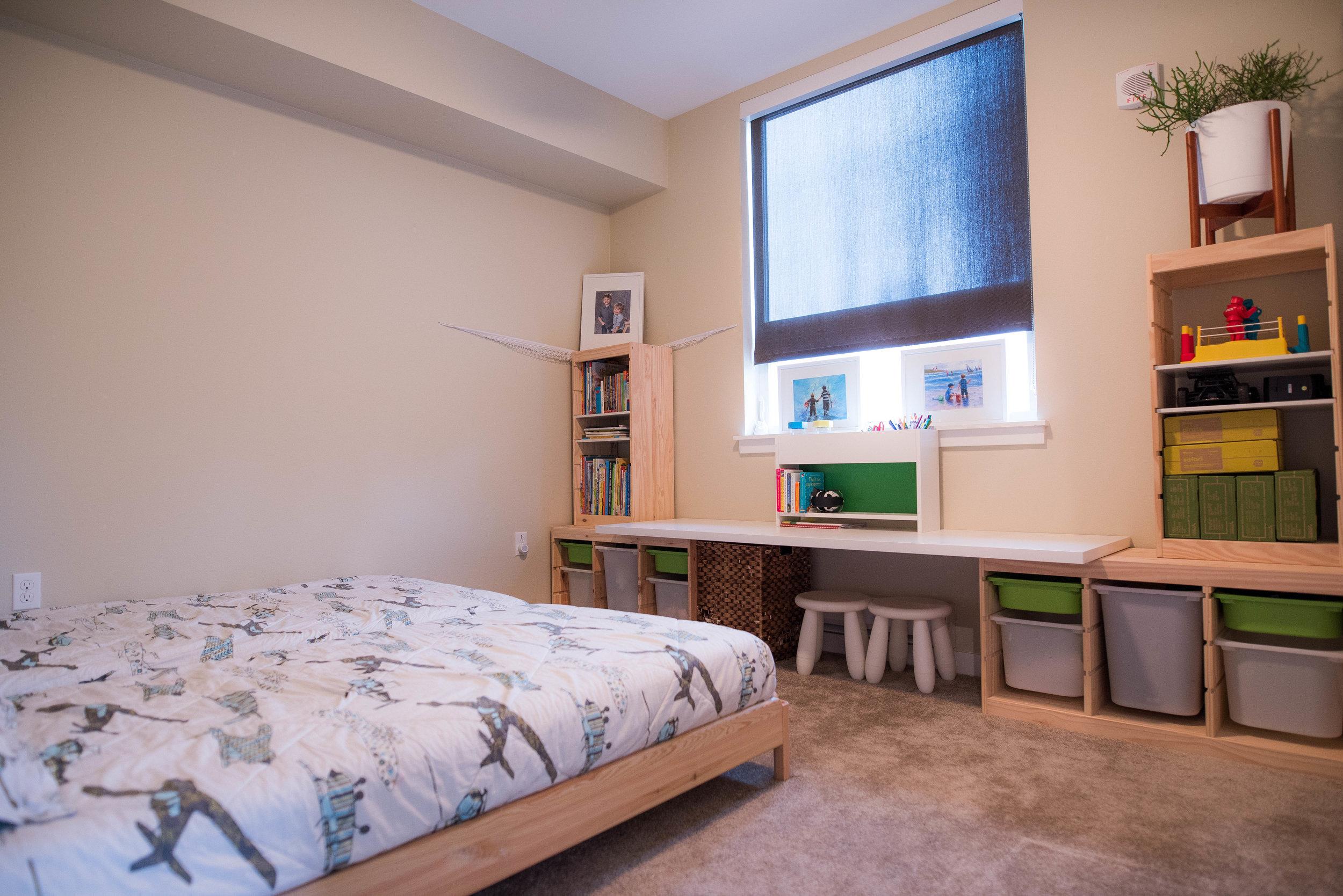 Minimalist kids' bedroom by Jennifer Russell
