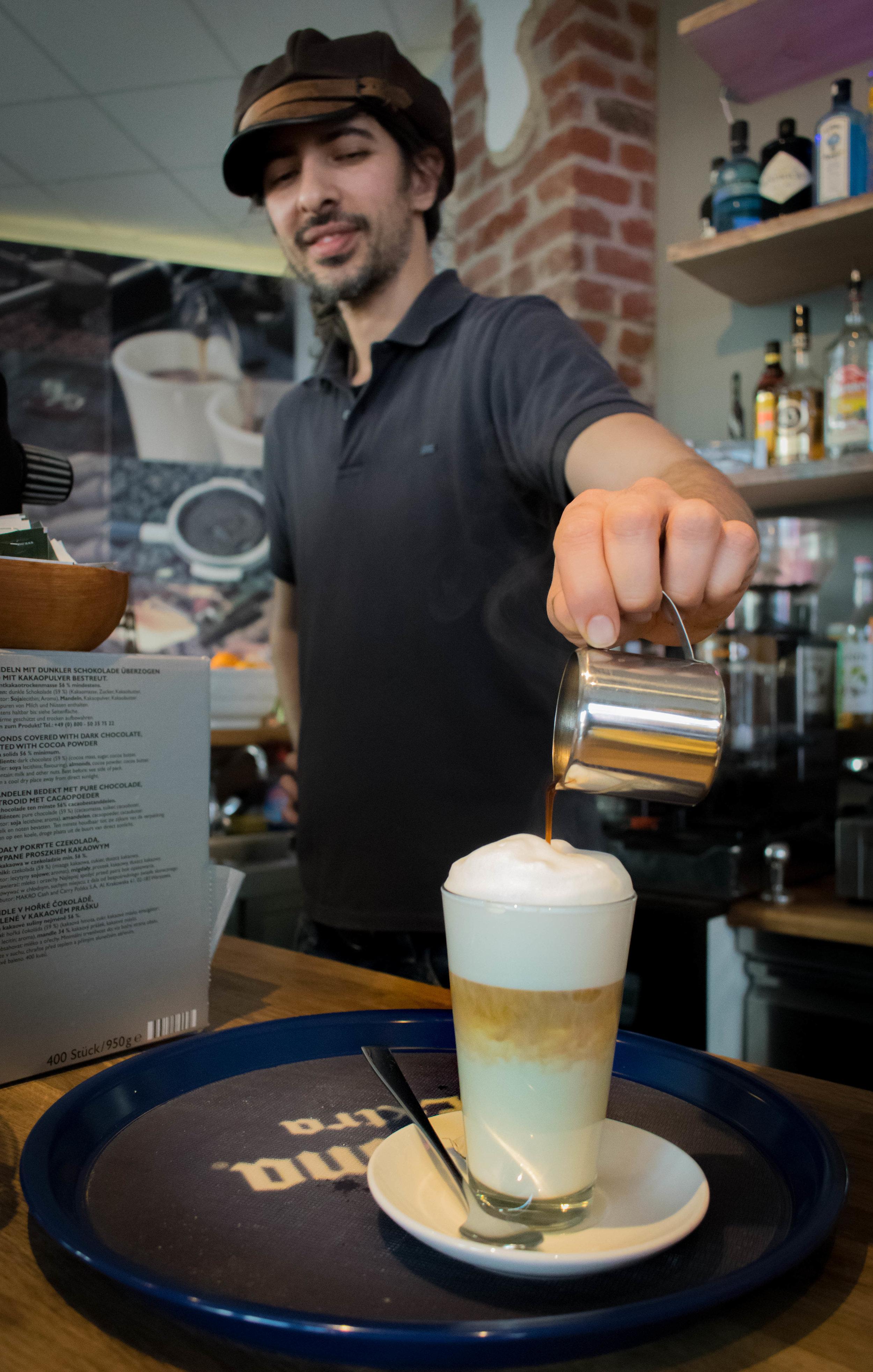 Babak-Kausal-Kaffee-Flingern-Dusseldorf-Brown-Leather-Book