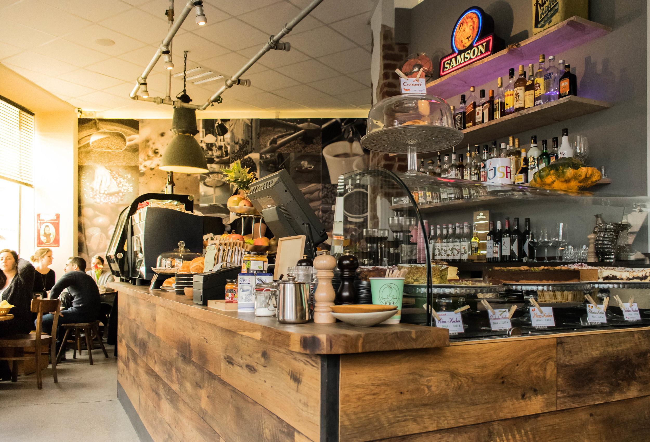 Kausal-Kaffee-Flingern-Dusseldorf-Brown-Leather-Book