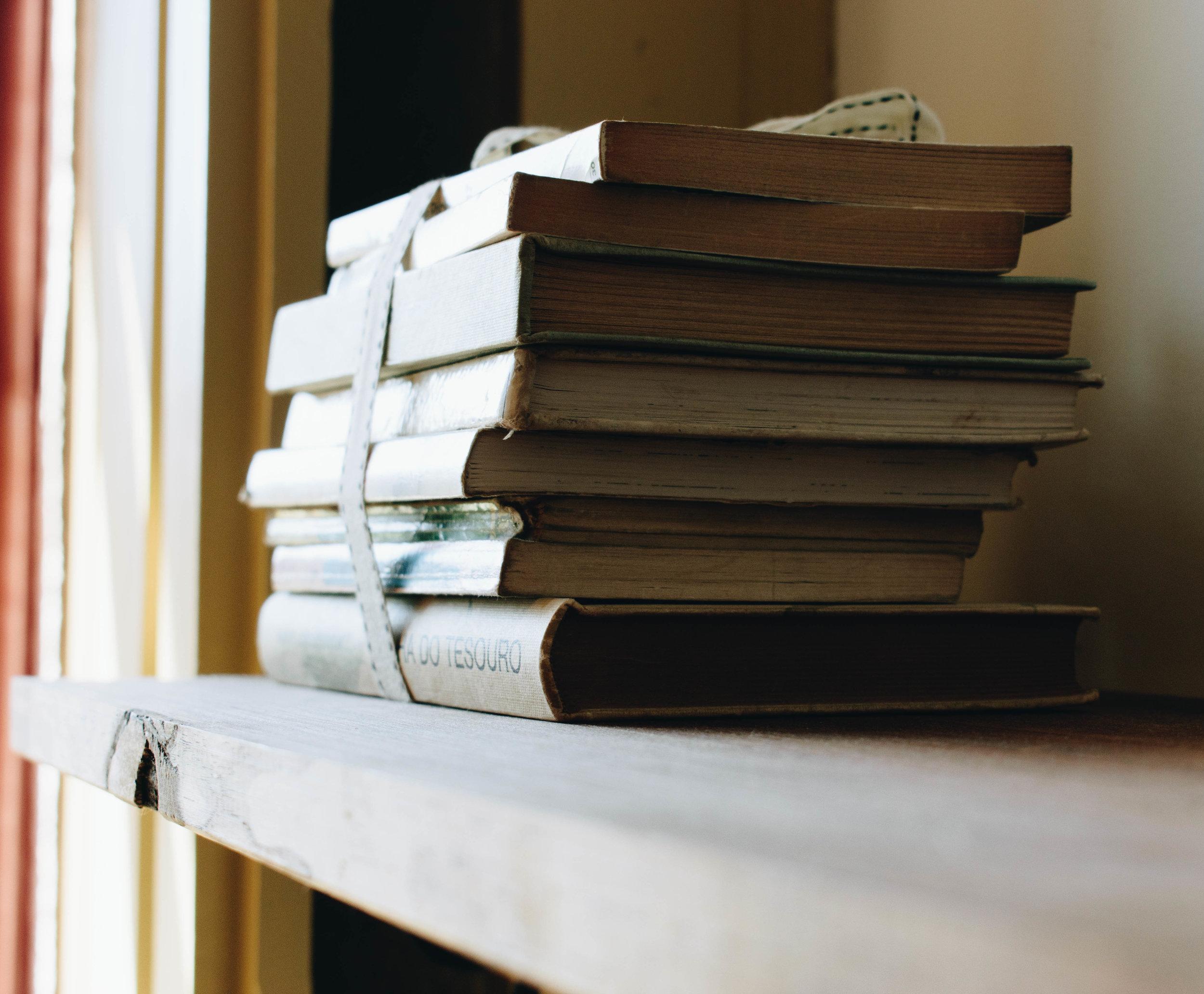 ApartHotel-Oporto-Portugal-Brown-Leather-Book