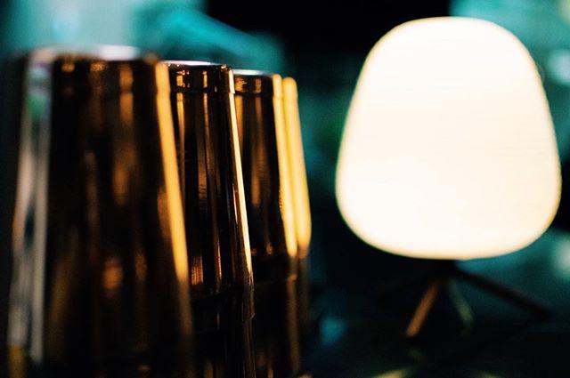 💡 - #welltravelled #agameoftones #passionpassport #travelawesome #awesomeearth #huffpostgram #cntraveler #bestdiscovery #searchwondercollect #discoverglobe #openmyworld #beautifuldestinations #artofvisuals #exploremore #ourplanetdaily #Düsseldorf #germany #hotelnikko #hoteldüsseldorf #ambientlight #ambience #ootd #animation #terracotta #brownleatherbook