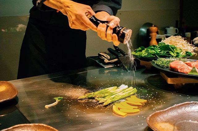 Spicing up your Tuesday like🧂🥢 - #hotelnikko #teppanyaki #duessoldorffood #Düsseldorffood #japanese #duesseldorf #passionpassport #huffpostgram #cntraveler #bestdiscovery #searchwondercollect #discoverglobe #openmyworld #foodporn #beautifuldestinations #artofvisuals #exploremore #ourplanetdaily