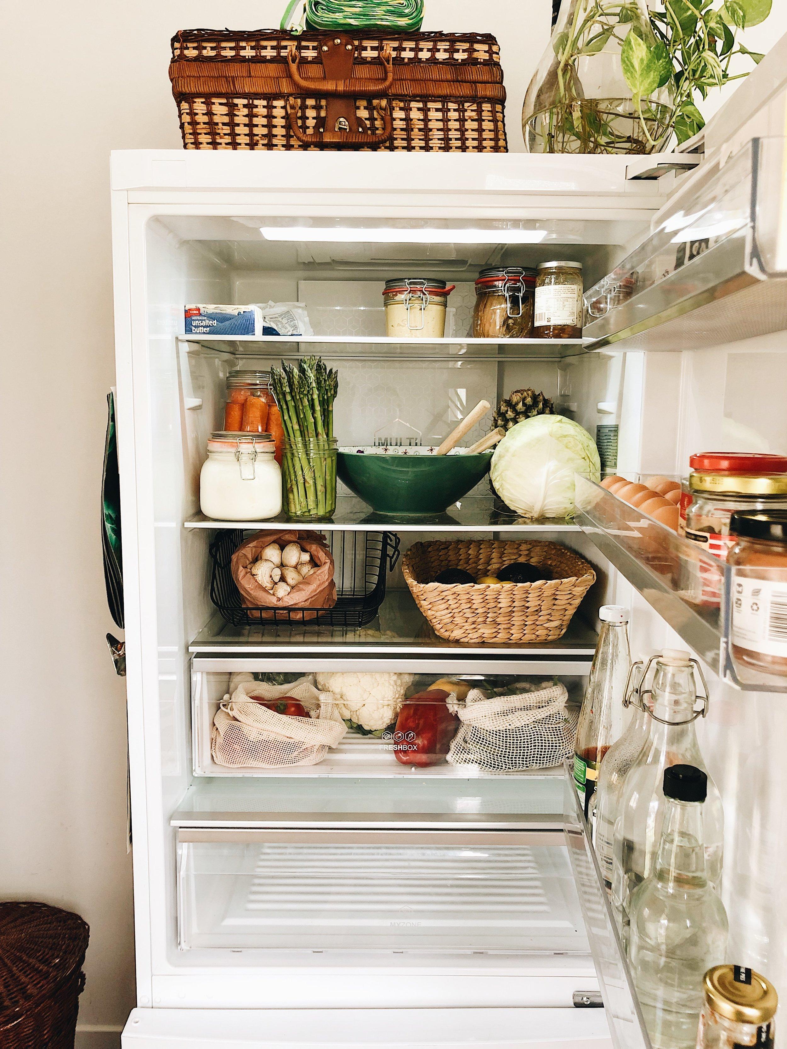 Il triste cassetto vuoto è una via di mezzo tra frigo e freezer e serve per gli avanzi cucinati- solitamente resta vuoto o ci mettiamo le verdure jumbo come sedani o cavolo toscano.