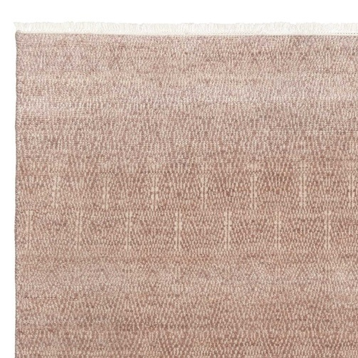 Ivy House Paragon rug >>  Soft and textured to give the eye a break and the feet a treat, and the tassles provide a guiding white line against the black floor.