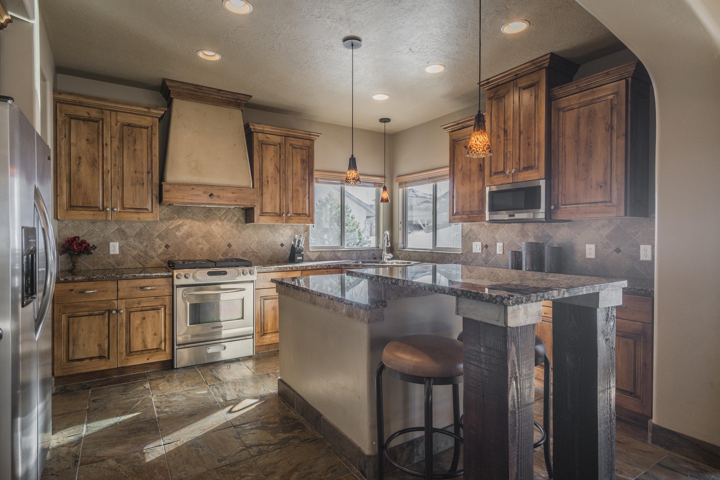 Photo-104694-Kitchen-005.jpg