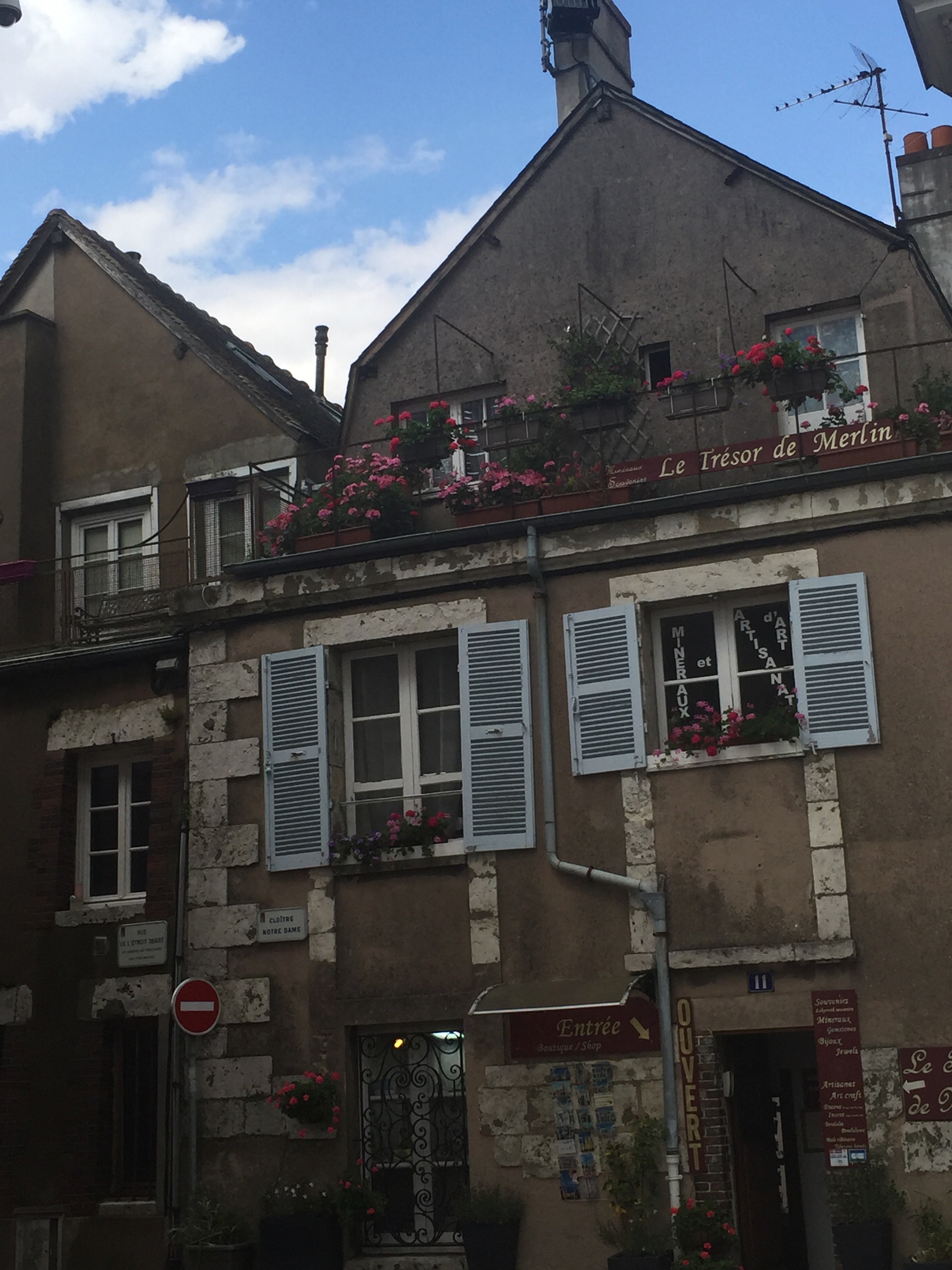 Just a pretty building in Chartres