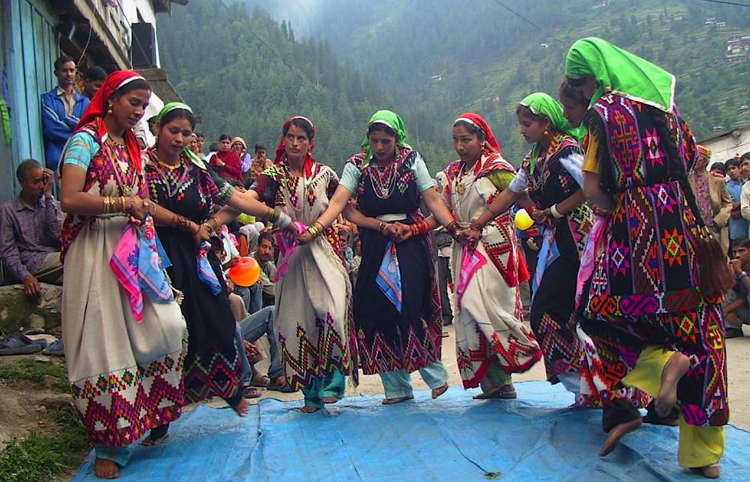 women dancing.png