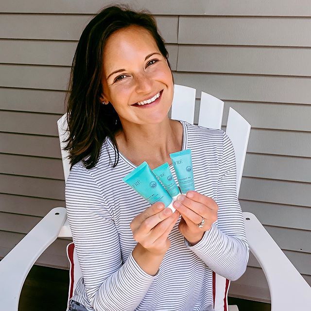✨SKINCARE GIVEAWAY!✨ Summer is in full swing and I am spending most of my day out in the hot ☀️... between run commutes, workouts, playground time with Riley and weekend beach trips, I'm super proud of the fact that I haven't had a single breakout OR sunburn this whole summer! My (not-so secret) method? FRÉ Skincare. The 123FRÉ Kit has everything I need to keep my skin healthy and looking good! 🧖🏻‍♀️ So I'm psyched to give away a FREE @freskincare 123FRÉ Starter Kit to one lucky follower.  The 123FRÉ Starter Kit contains the 3 facial essentials, specially formulated for skin that sweats: Protect Me, Purify Me and Revive Me. They are all in travel size, which makes it perfect for the vacation season or for your gym bag! 👉🏼 TO ENTER 👉🏼 1️⃣ Like this photo 2️⃣ Tag three friends 3️⃣ Follow @freskincare and me * * *  The giveaway is open until Thursday, July 17 at 11:59 PM EST. Ships to US and Canada. I will DM and announce the winner on July 18th!  Good luck! 👍🏼 #summerFRE #freskincare #123FRE #FREstarterkit