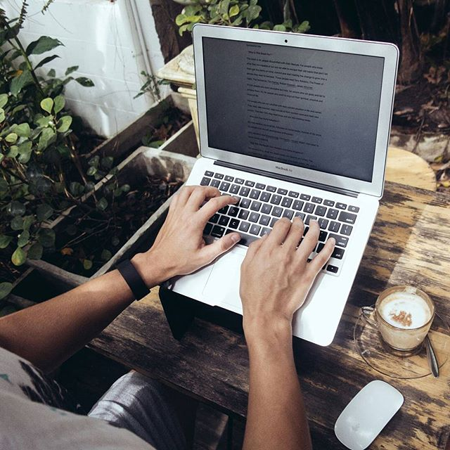 Outdoor offices = our favourite.  #betterwithcoffee #evenbetterwithastand
