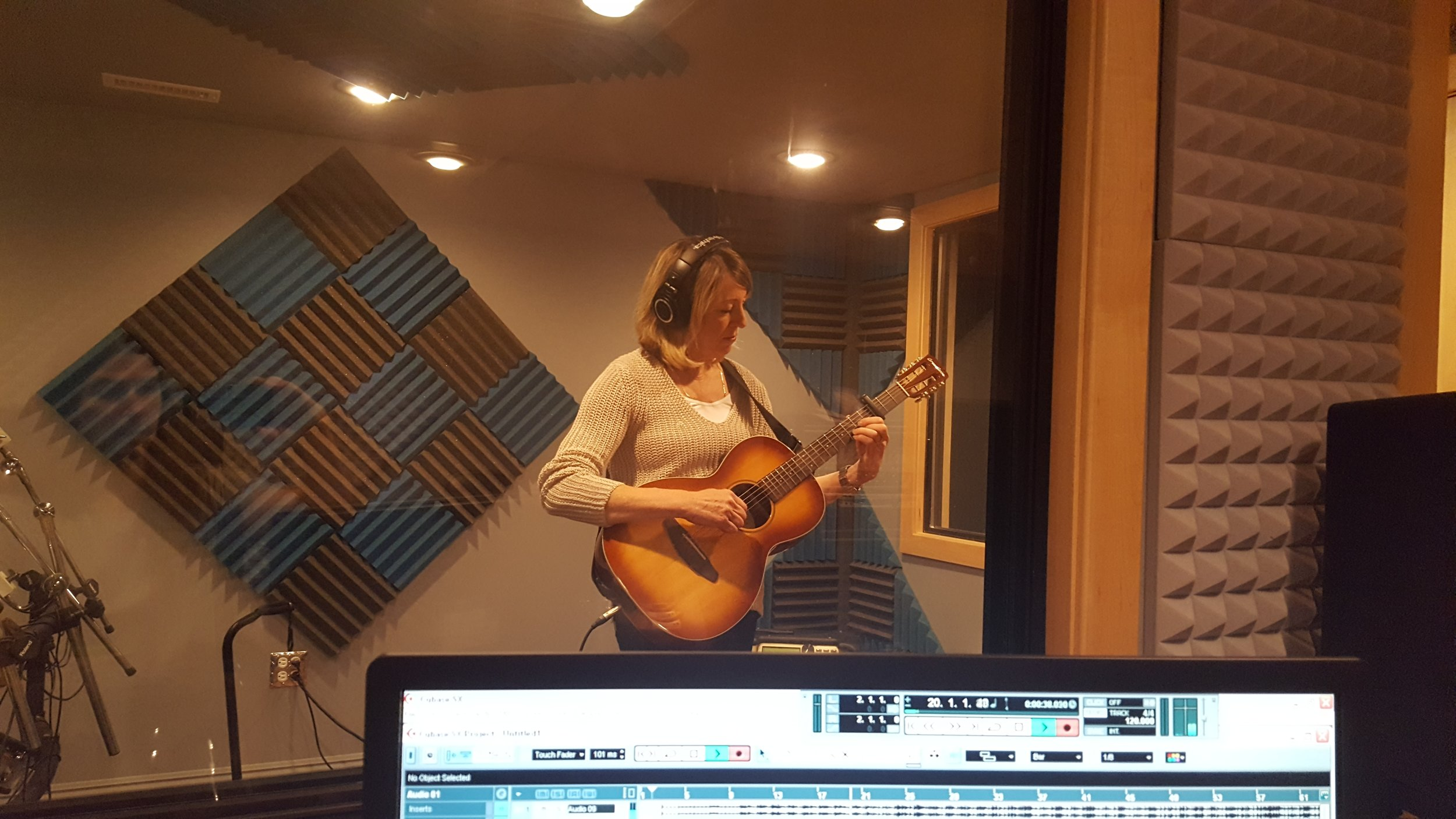 Student Lynn Ridge using the capo in her recording lesson.