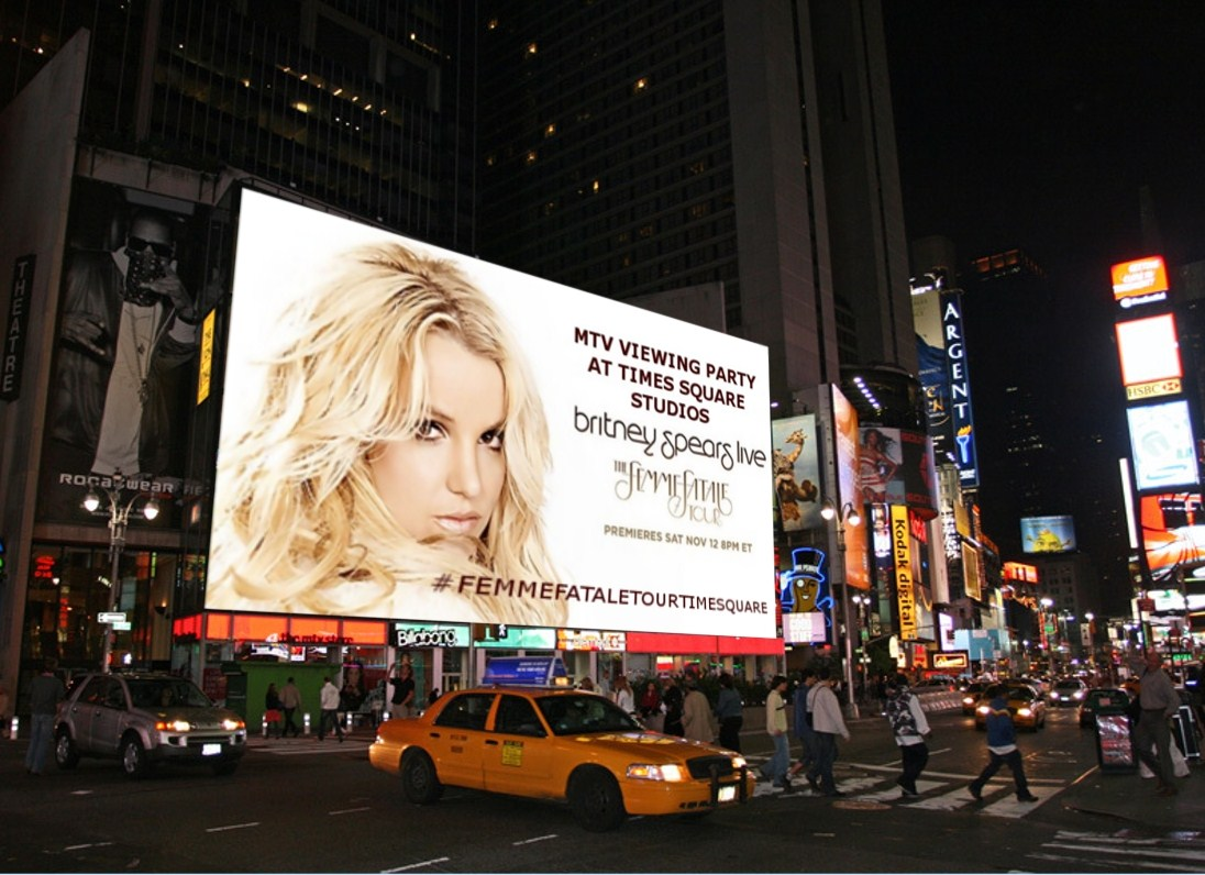 BRITNEY-LIVE-CONCERT-VIEWING-TIMES-SQUARE (2).jpg