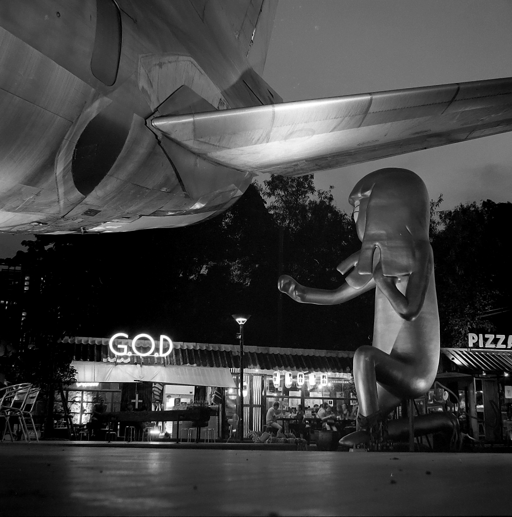 Chromacomaphoto Bangkok Street Photography Delta 400 Rolleiflex Thailand  planar xenotar 2 8 e 3 5 f  (3).JPG