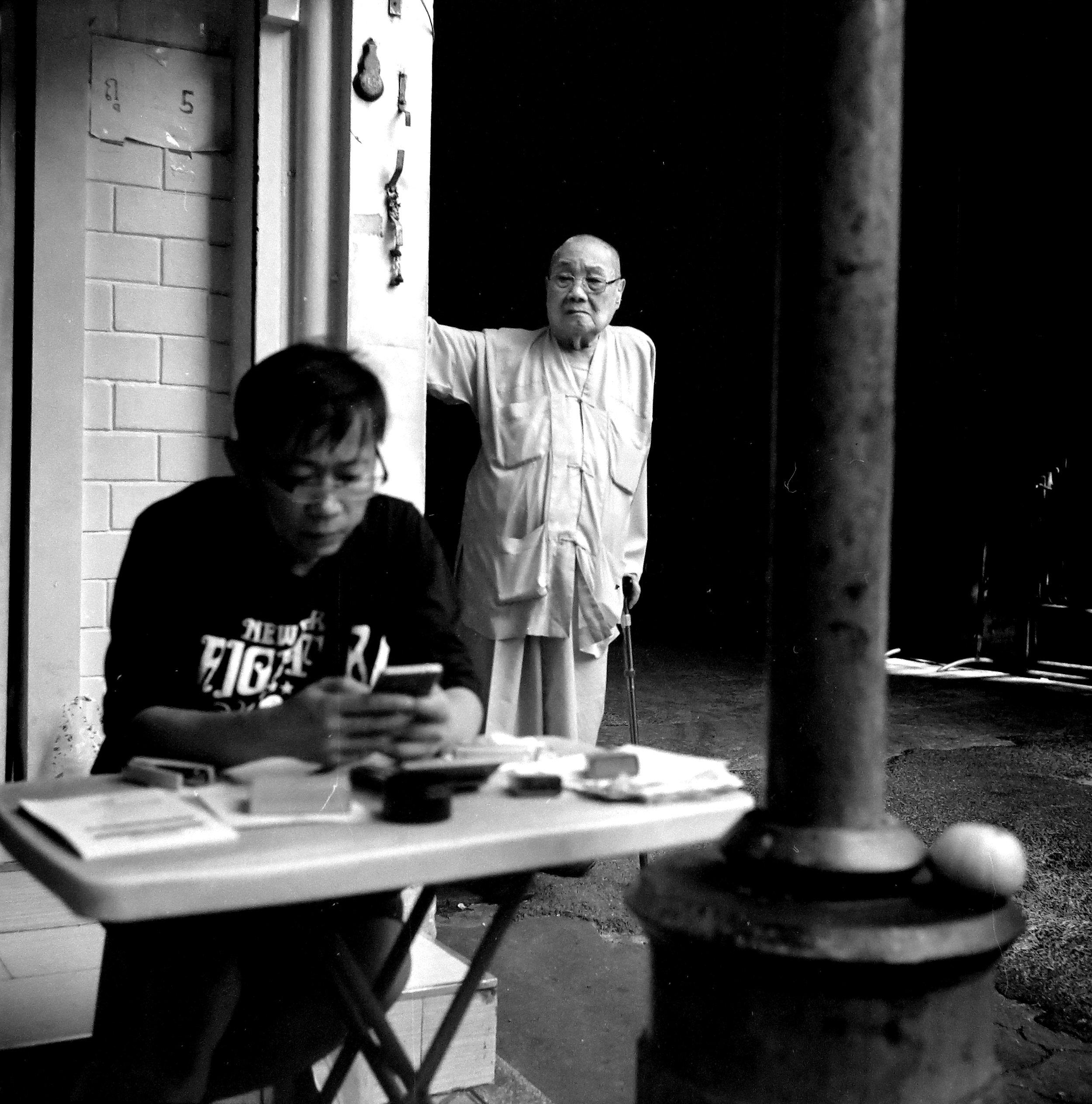 Chromacomaphoto Street photography guide bangkok thailand chinatown rolleiflex delta 400 (8).JPG