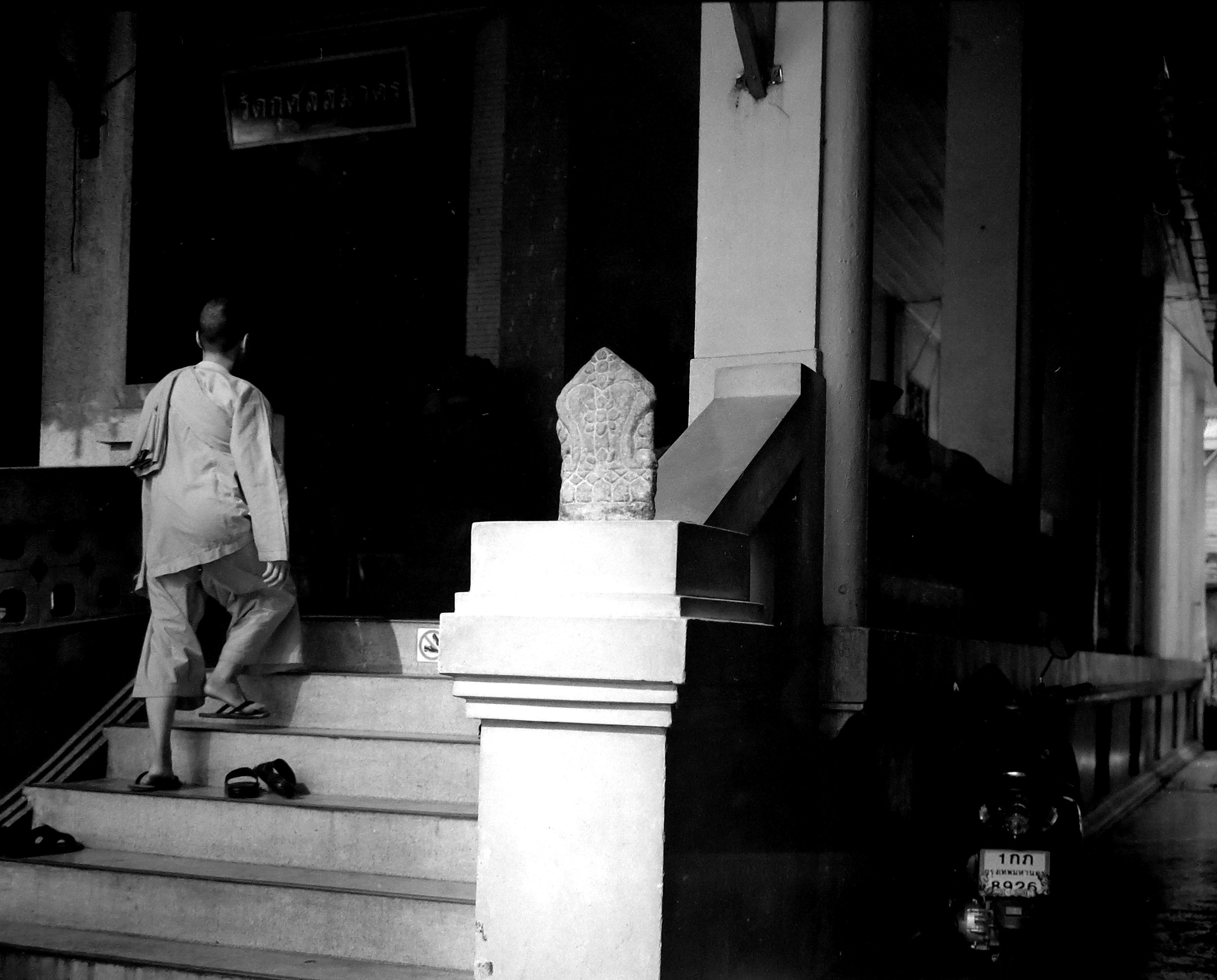 Chromacomaphoto Street photography guide bangkok thailand chinatown rolleiflex delta 400 (3).JPG
