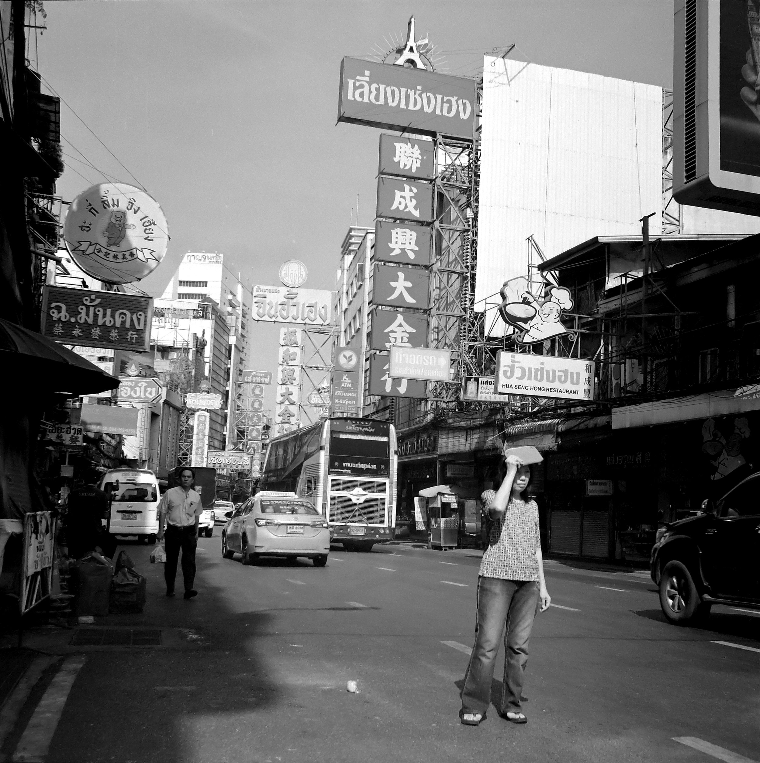 Chromacomaphoto Street photography guide bangkok thailand chinatown rolleiflex delta 400 (7).JPG