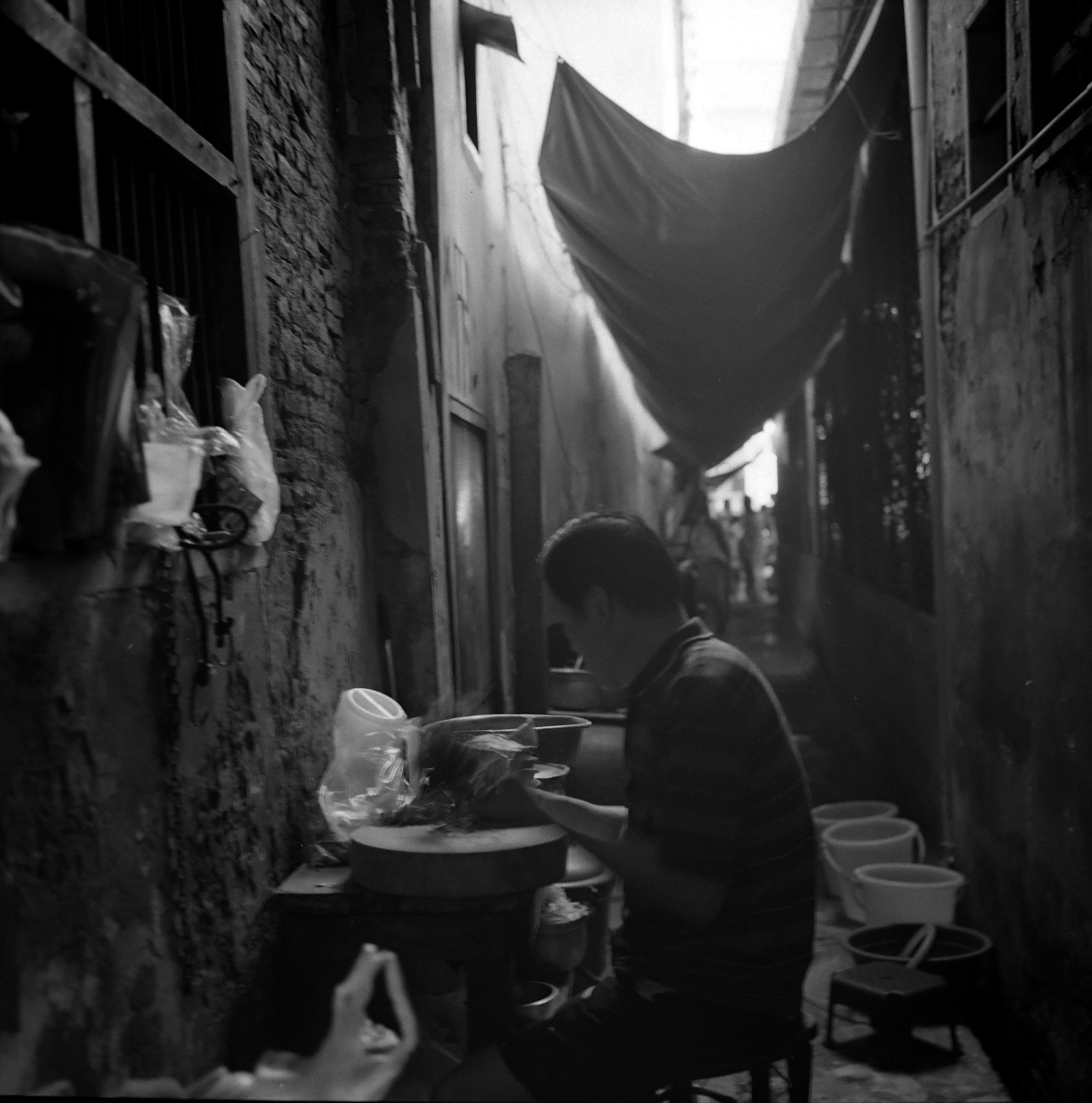 Chromacomaphoto Street photography guide bangkok thailand chinatown rolleiflex delta 400 (1).JPG