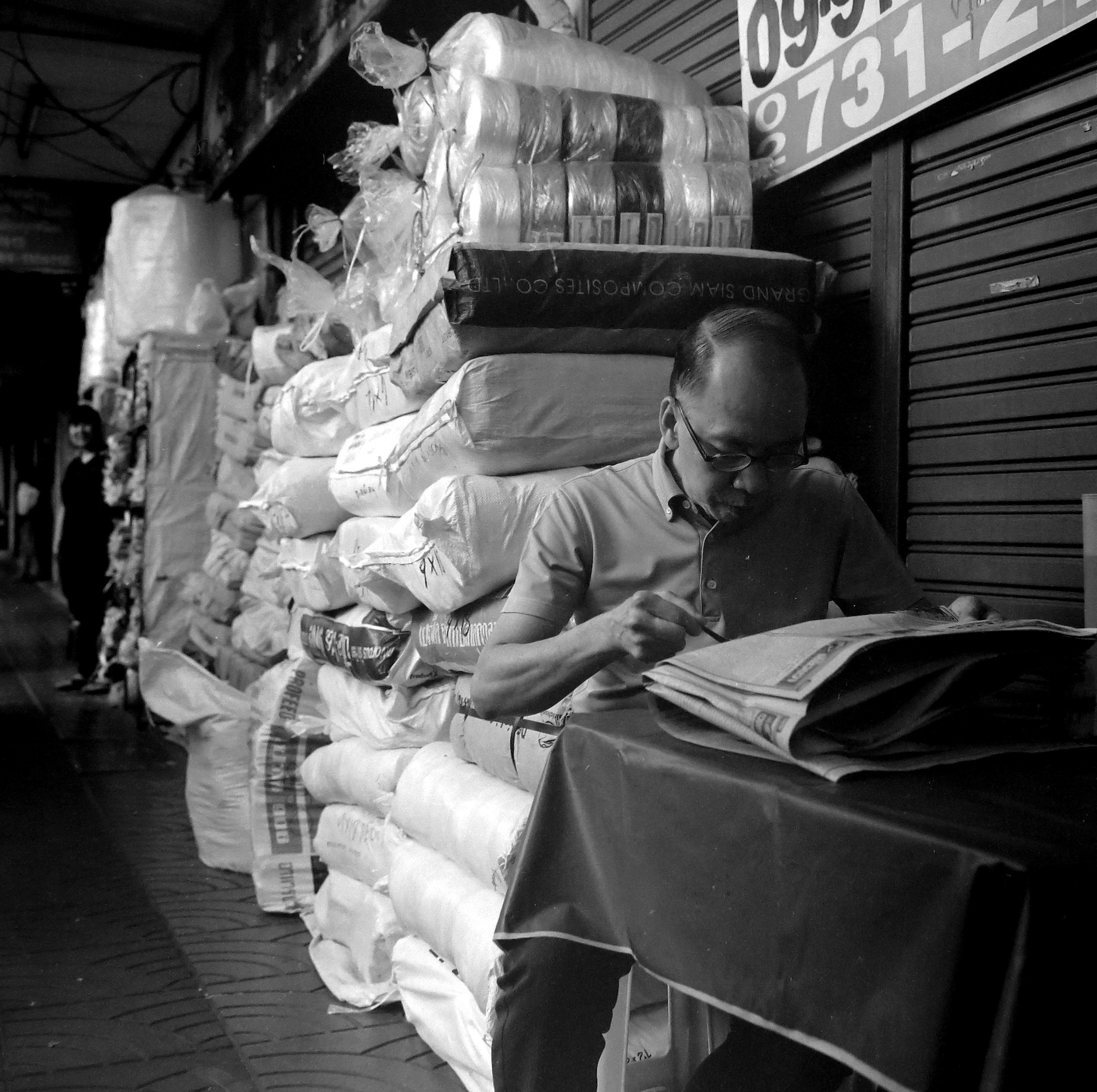 Chromacomaphoto Street photography guide bangkok thailand chinatown rolleiflex delta 400 (4).JPG