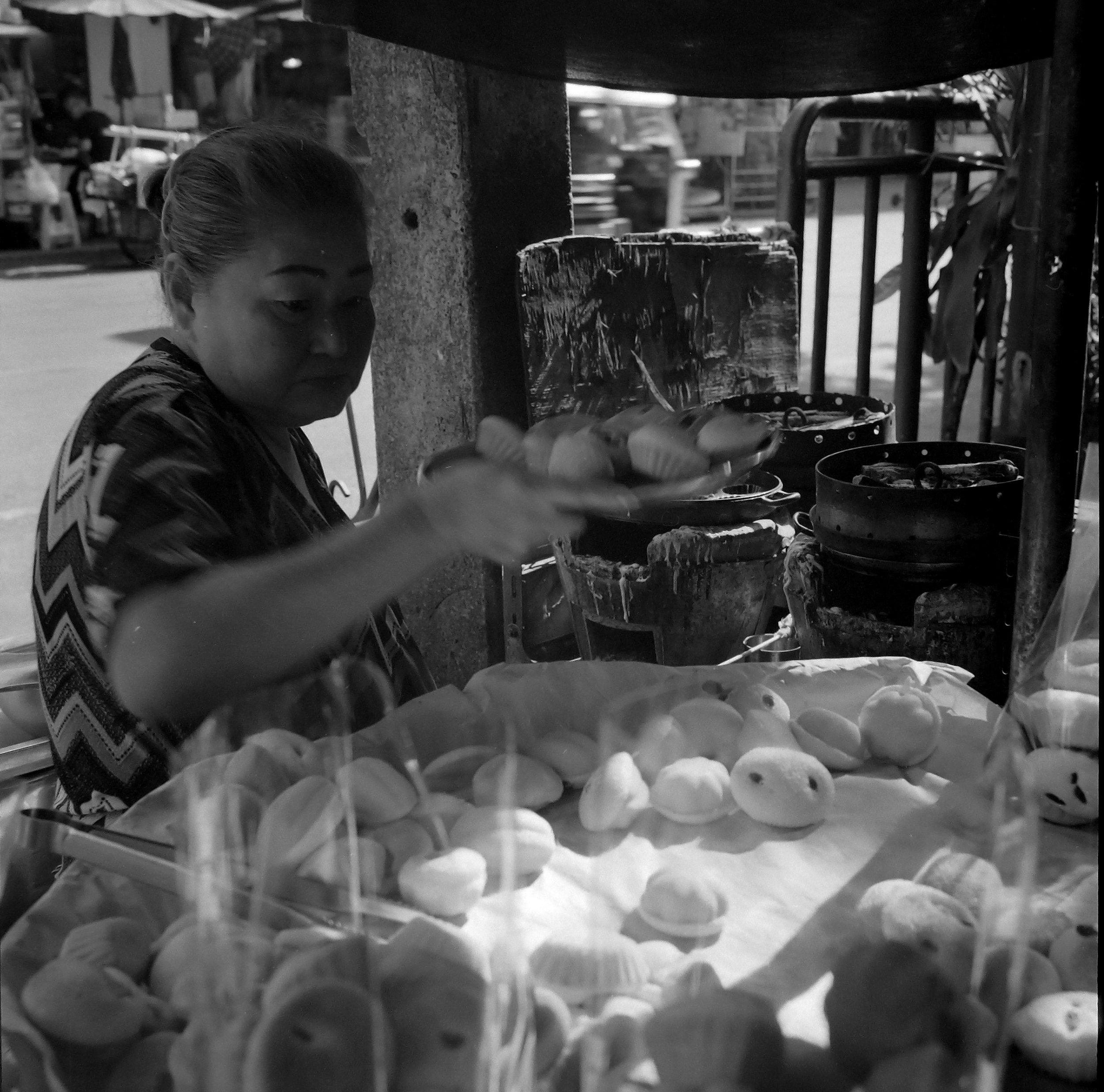 Chromacomaphoto Street photography guide bangkok thailand chinatown rolleiflex delta 400 (6).JPG