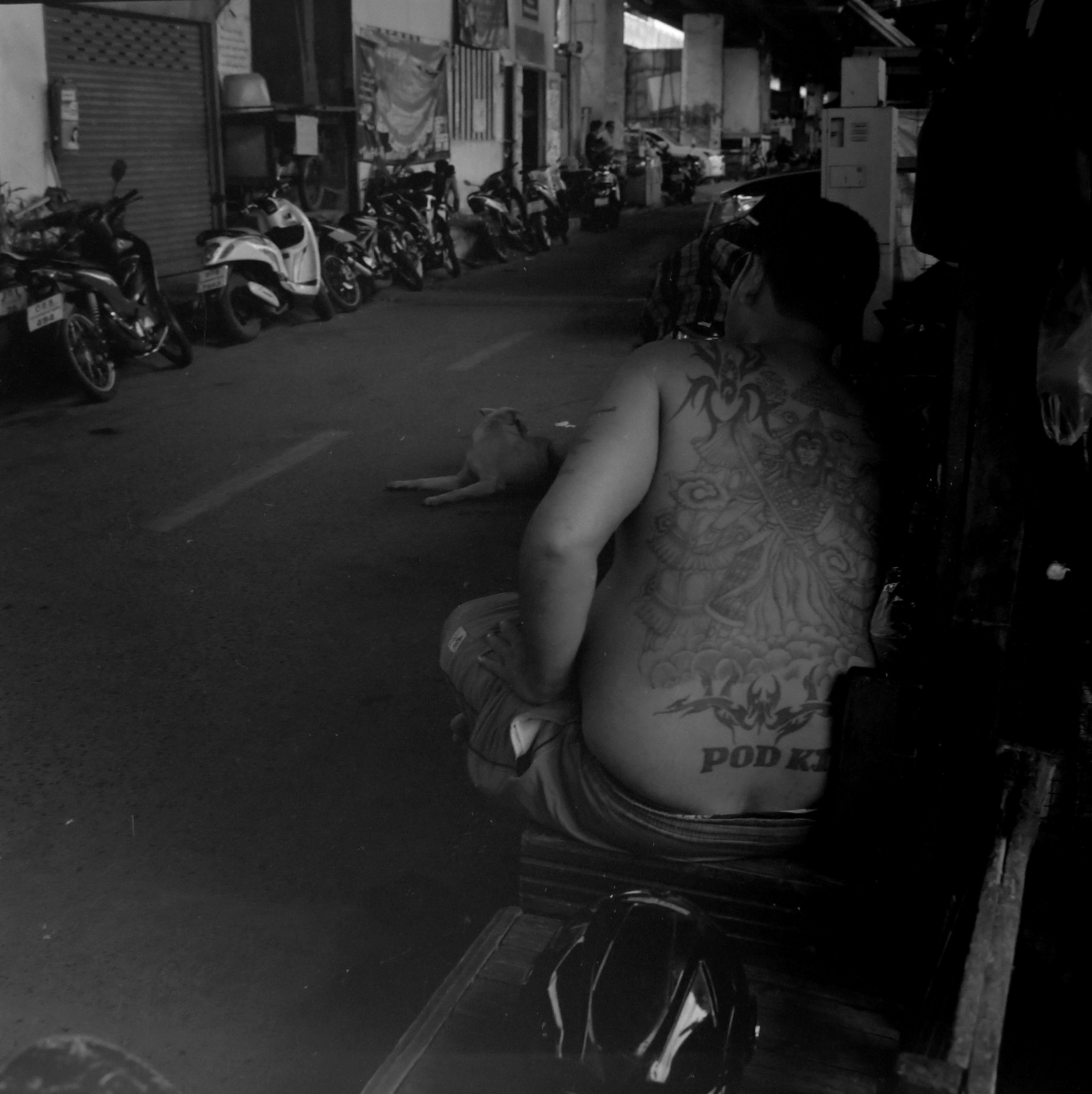 chromacomaphoto bangkok street photography rolleiflex black white ilford thailand khlong toei slum ghetto (2).JPG