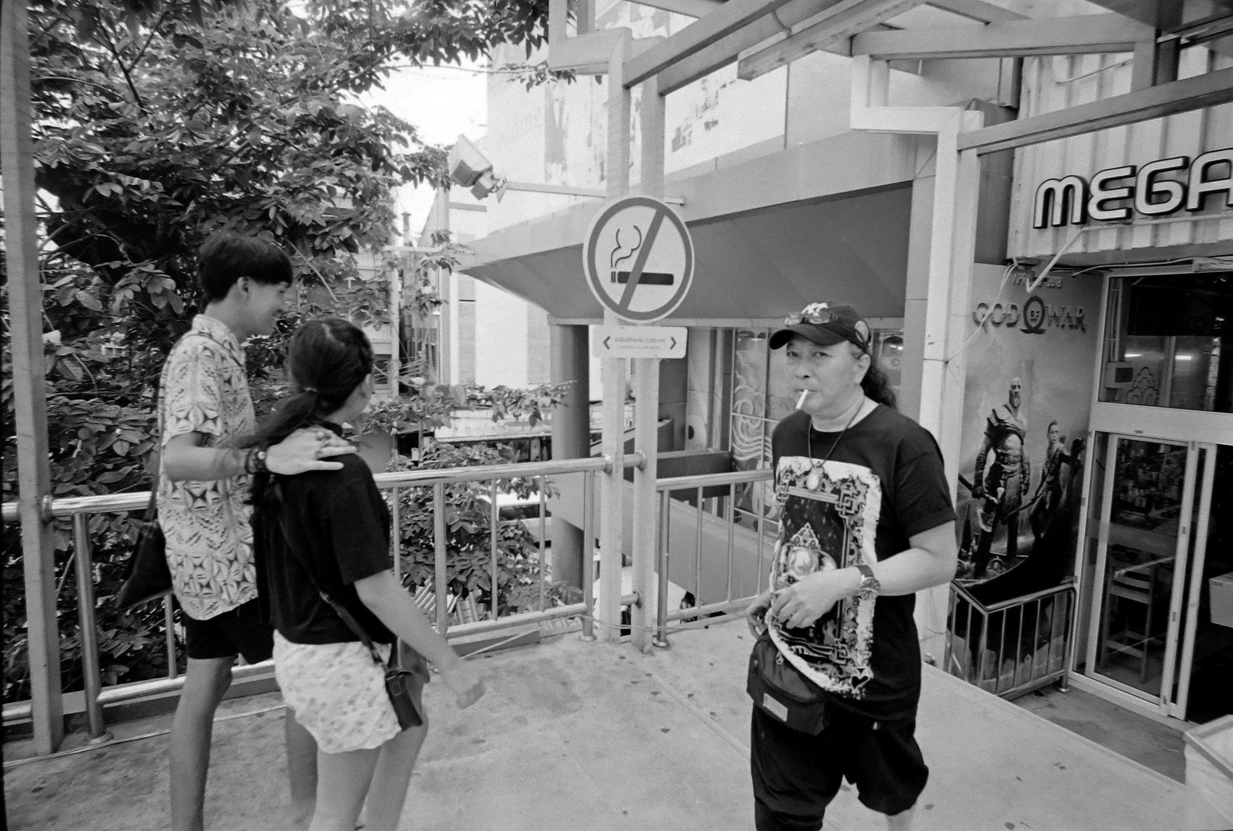 Chromacomaphoto Streetphotography Bangkok Thailand Leica 21mm super angulon sa 3 4 kodak tri x film (2).JPG